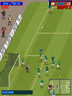 Mobil-Spiel Pro Evolution Fußball 2013 Modifikation - Screenshots. Spielszene Pro Evolution Soccer 2013 MOD.