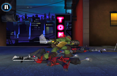 iPhone、iPad または iPod 用Teenage Mutant Ninja Turtles: Rooftop Runゲームのスクリーンショット。