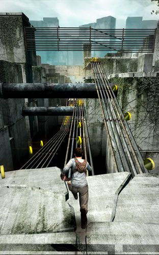 Screenshots of the The maze runner game for iPhone, iPad or iPod.