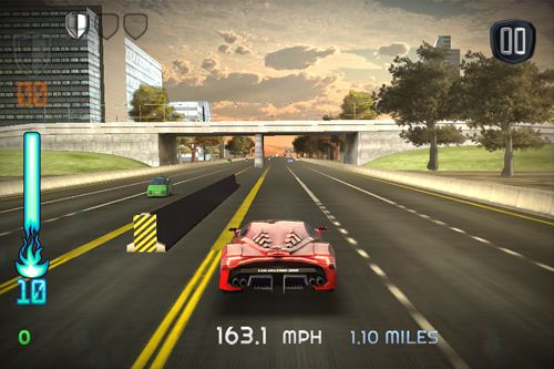 Screenshots of the Yolo chase game for iPhone, iPad or iPod.