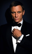 Download free mobile wallpaper 33048: Actors,Daniel Craig,James Bond,Cinema,People,Men for phone or tab. Download images, backgrounds and wallpapers for mobile phone for free.