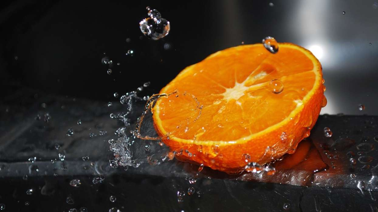 Download mobile wallpaper Fruits, Water, Food, Oranges for free.