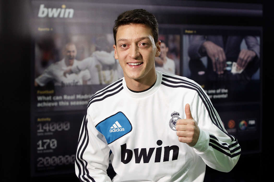 Download mobile wallpaper Sports, People, Football, Men, Mesut Ozil for free.