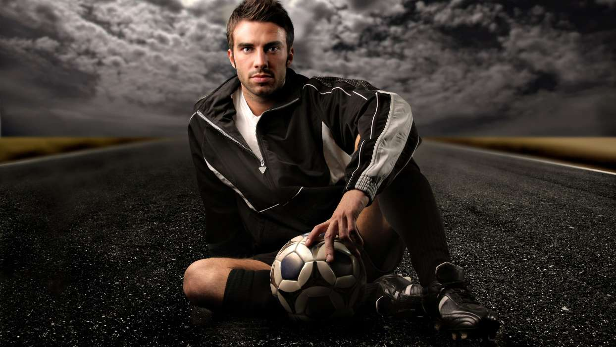 Download mobile wallpaper Sports, People, Football, Men for free.