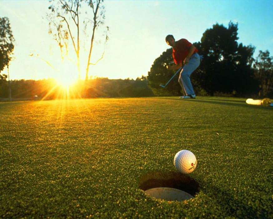 Download mobile wallpaper Sports, People, Grass, Sun, Golf for free.