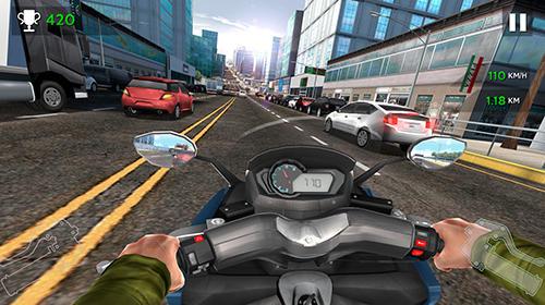 Moto rider in traffic auf Deutsch