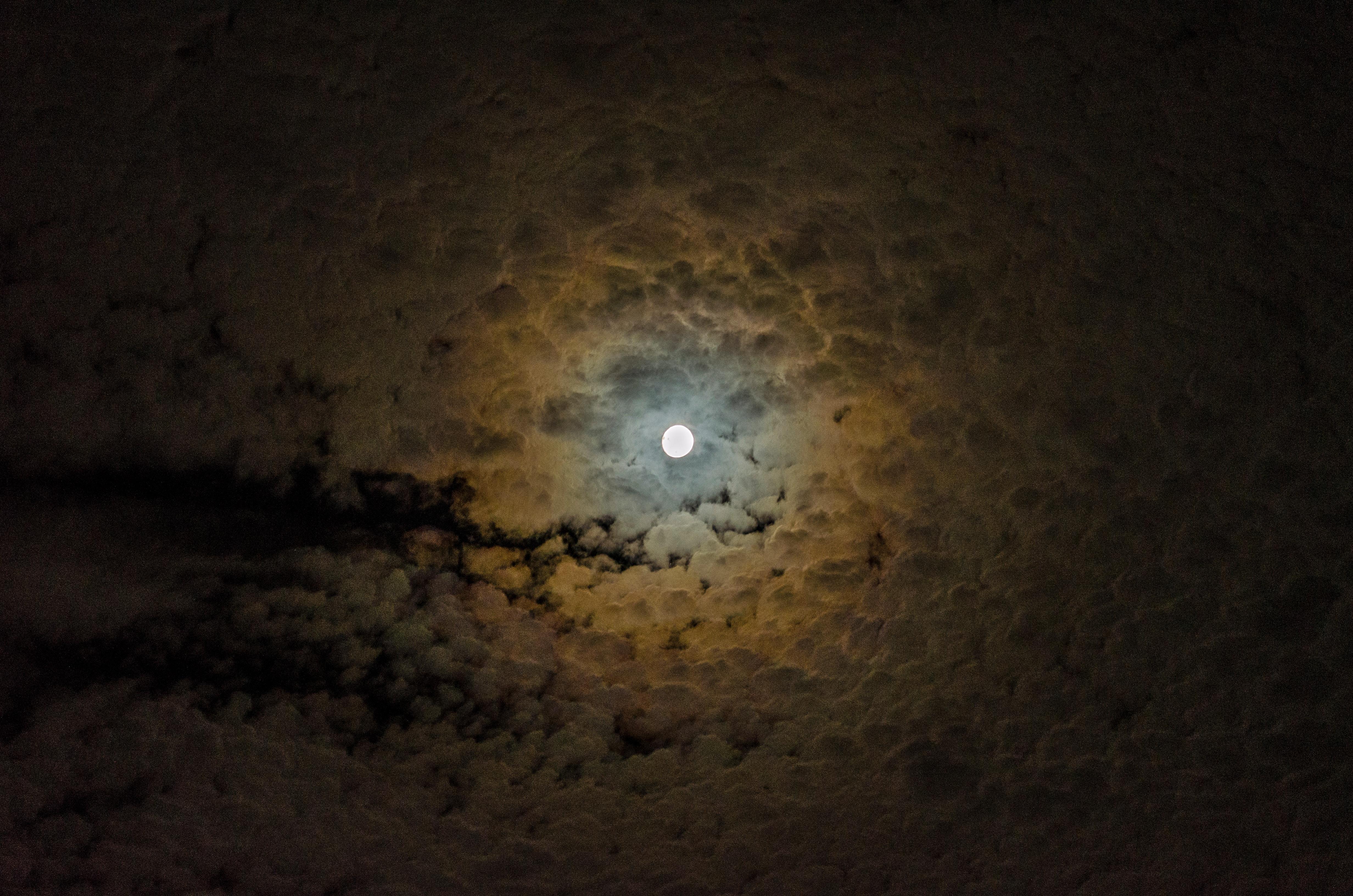 150634 Protetores de tela e papéis de parede Lua em seu telefone. Baixe Natureza, Céu, Noite, Nuvens, Lua fotos gratuitamente