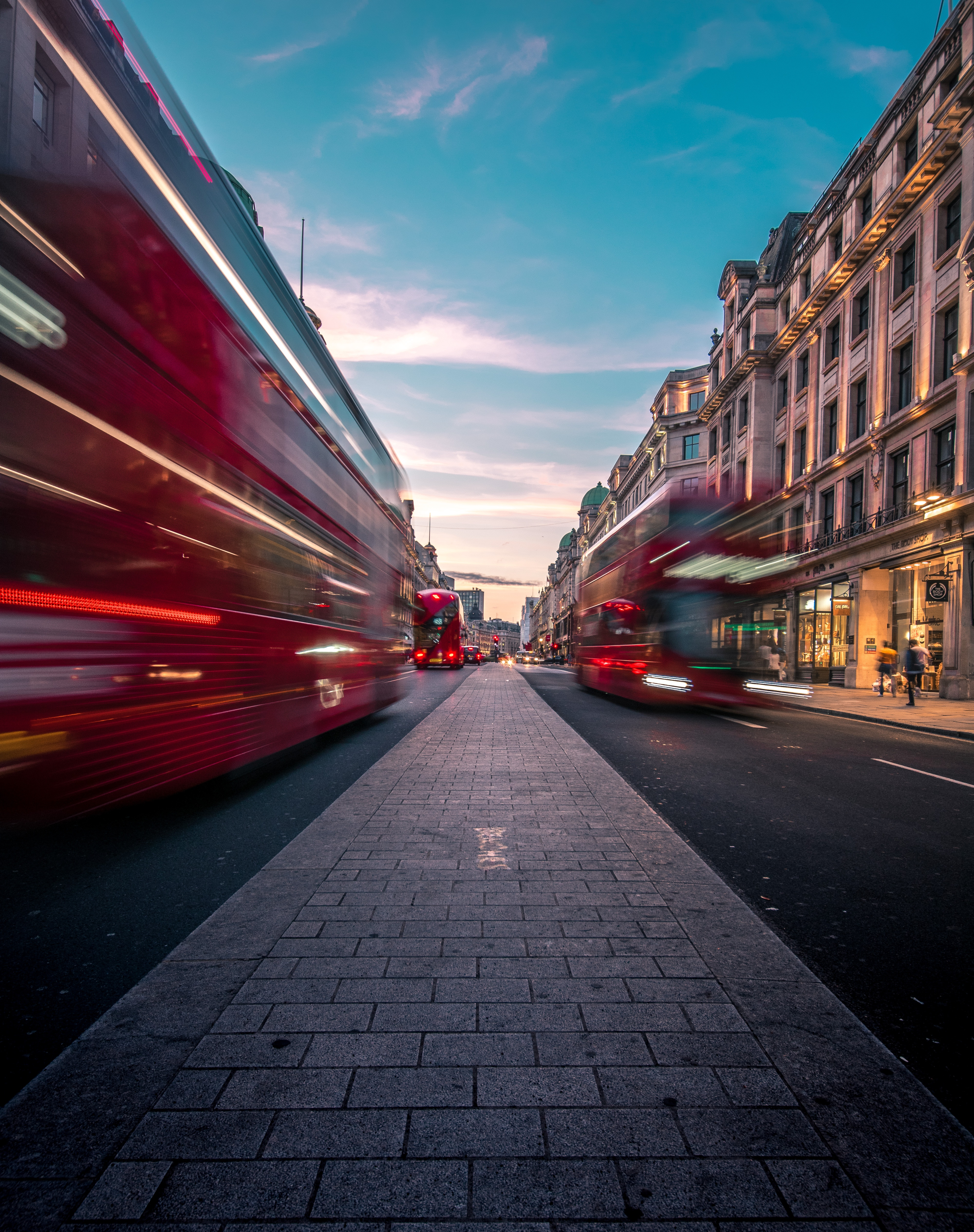 137776 Screensavers and Wallpapers London for phone. Download Cities, Great Britain, London, Traffic, Movement, Speed, Street, United Kingdom, Buses pictures for free