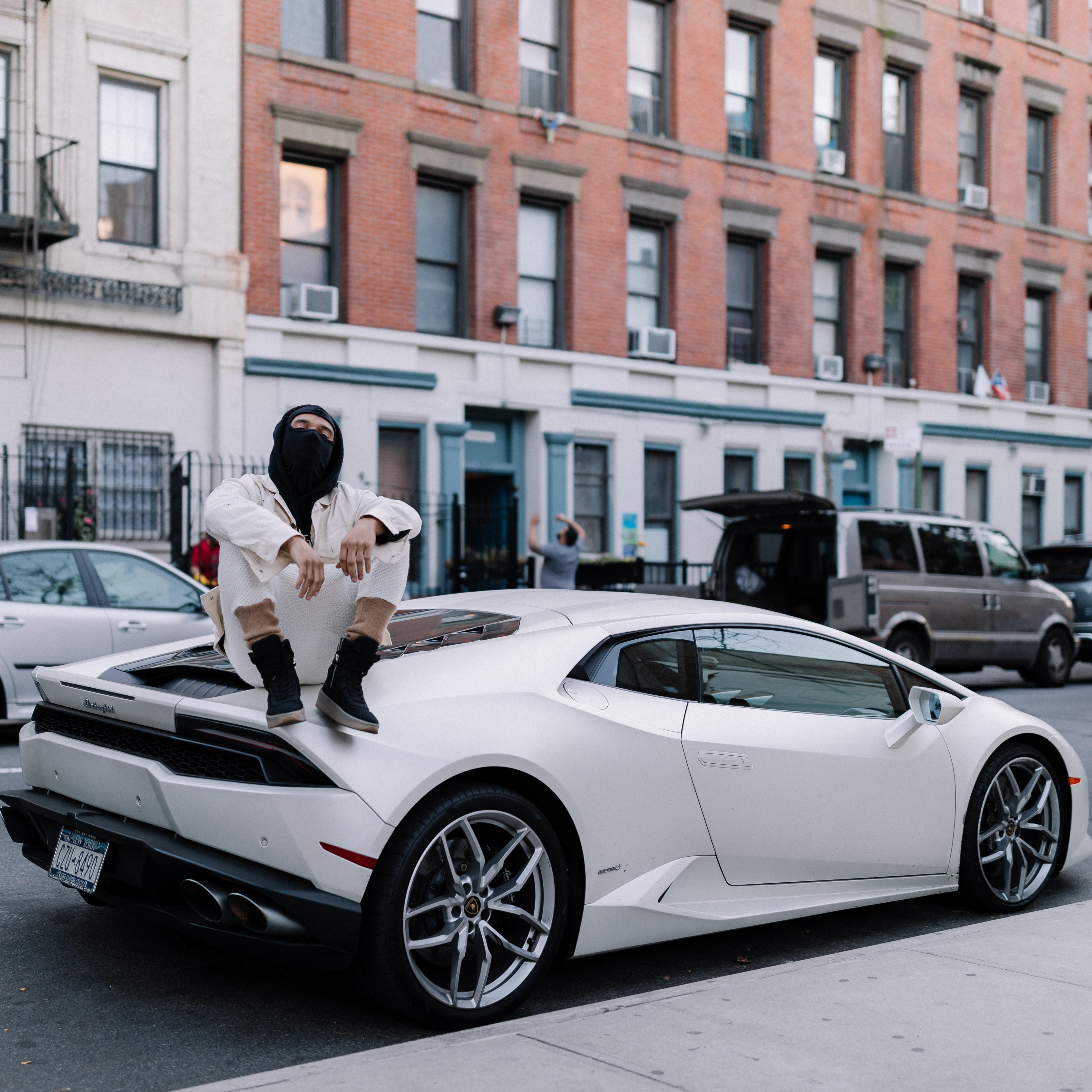 93217 download wallpaper Cars, Lamborghini Gallardo, Guy, Style, Urban screensavers and pictures for free