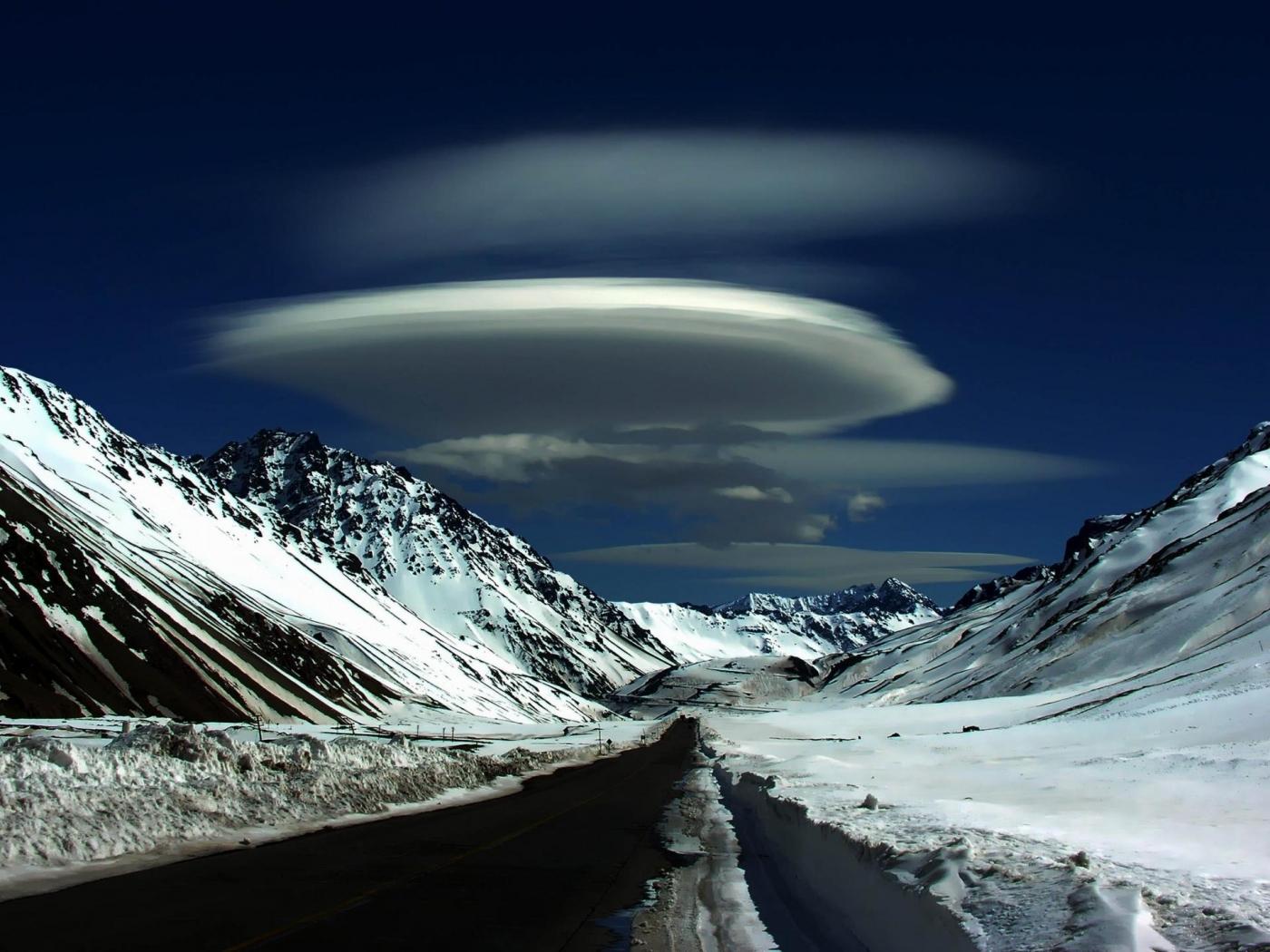 28596 скачать обои Пейзаж, Дороги, Горы, Облака - заставки и картинки бесплатно