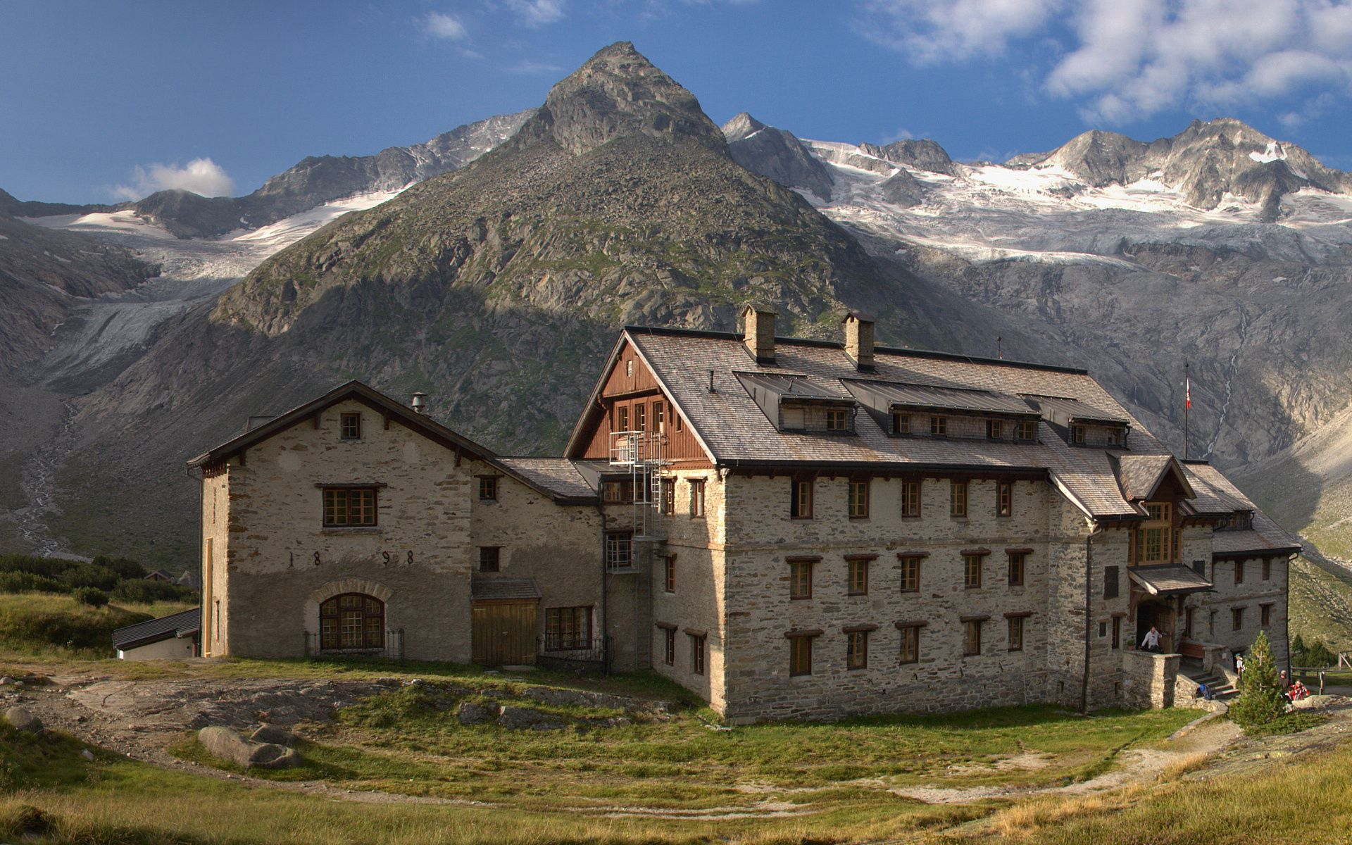 139448 download wallpaper Nature, House, Hotel, Construction, Building, Noon, People, Mountains screensavers and pictures for free