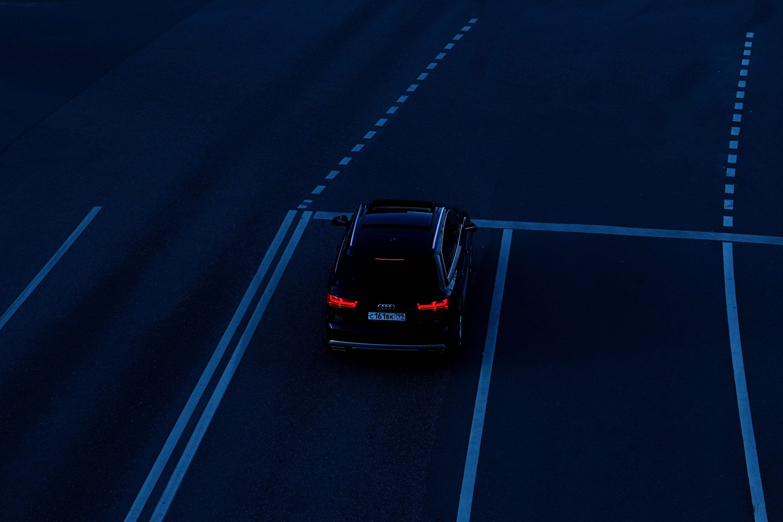 153386 скачать обои Тачки (Cars), Ауди (Audi), Автомобиль, Фары, Дорога, Разметка - заставки и картинки бесплатно