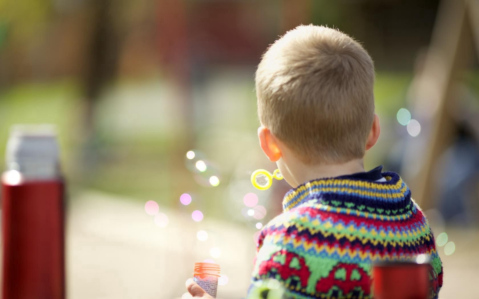 112639 download wallpaper Miscellanea, Miscellaneous, Child, Boy, Bubble, Bubbles screensavers and pictures for free