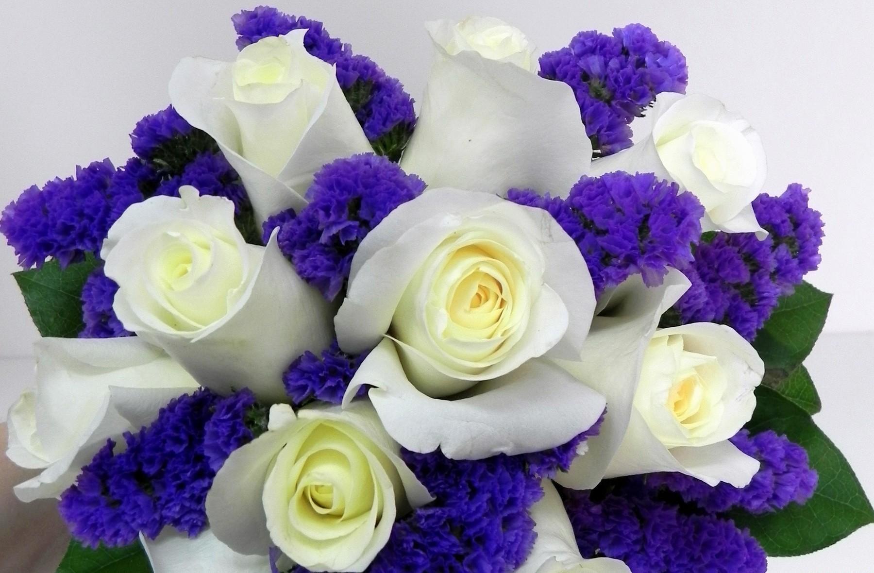113575 скачать обои Цветы, Букет, Сочетание, Розы - заставки и картинки бесплатно