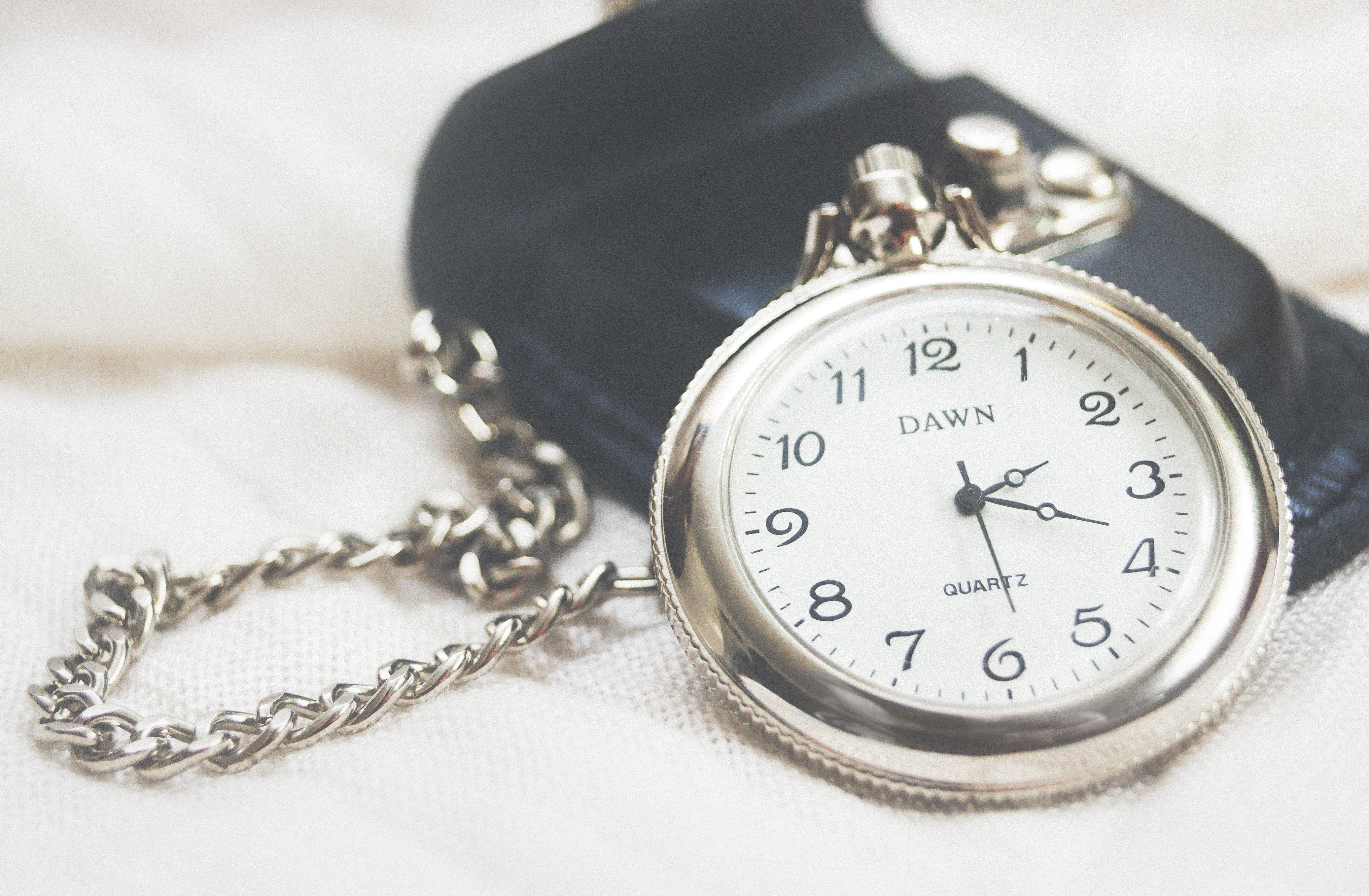 100908 download wallpaper Miscellanea, Miscellaneous, Pocket Watch, Clock Face, Dial, Chain screensavers and pictures for free