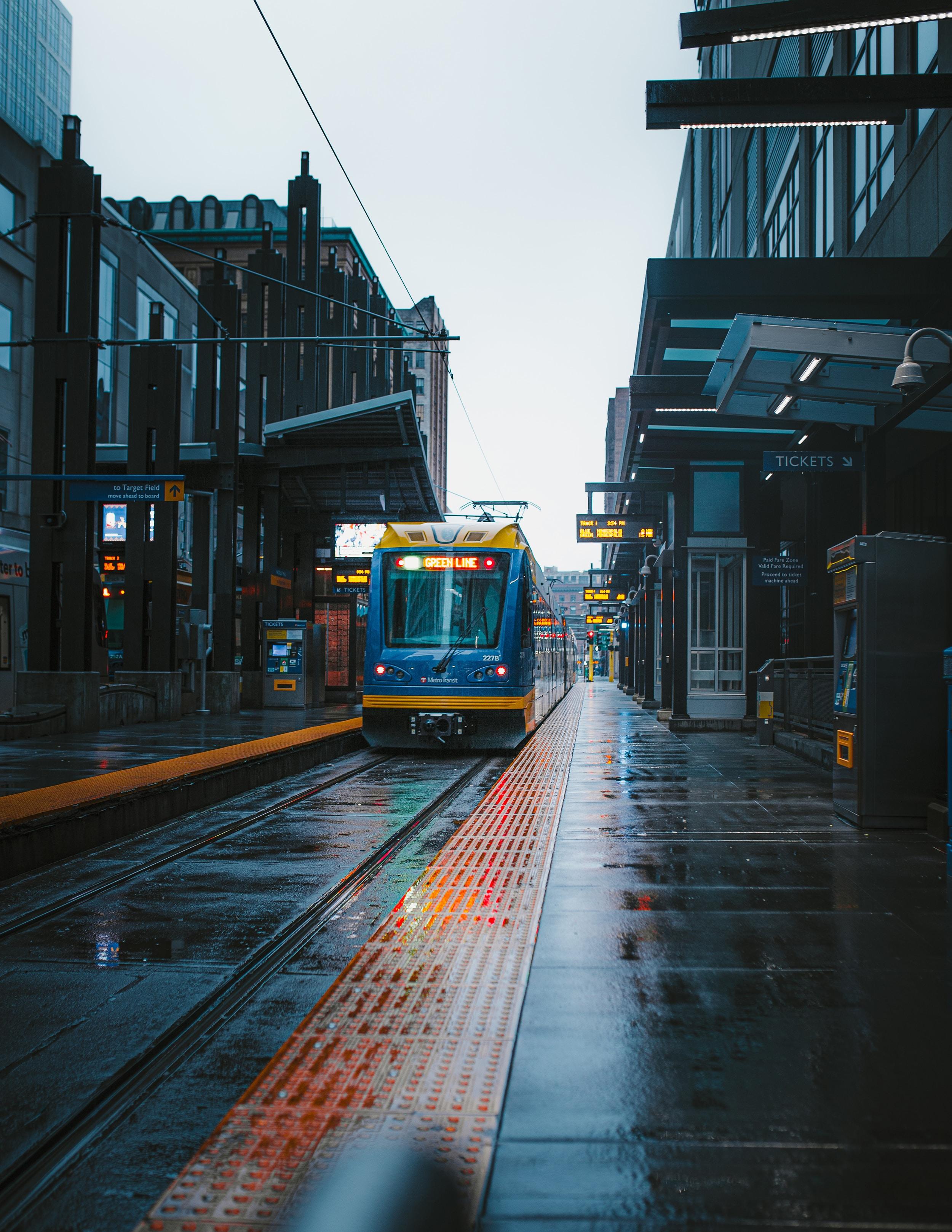 109107 скачать обои Улица, Города, Город, Здания, Станция, Поезд - заставки и картинки бесплатно