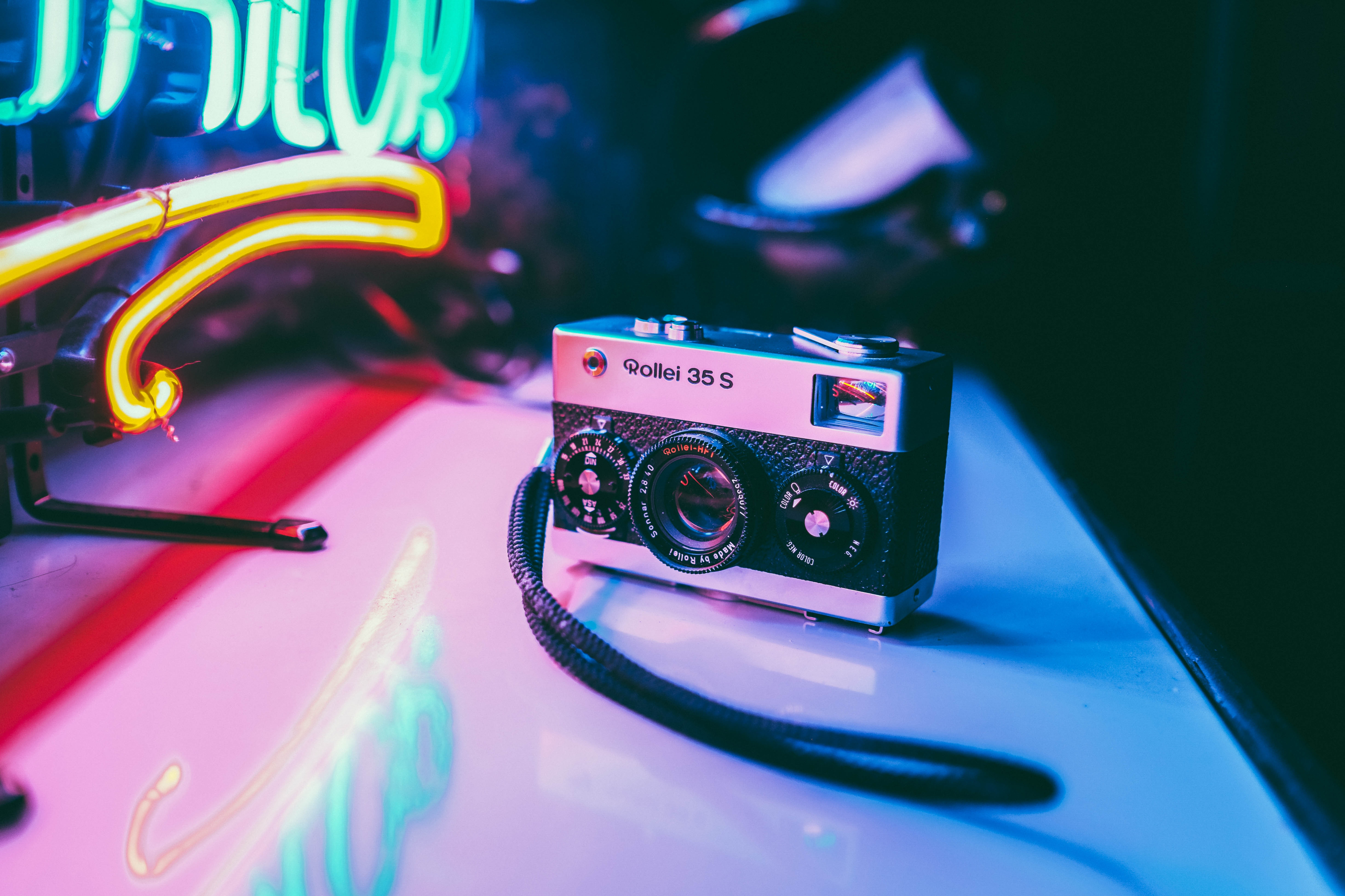 65509 download wallpaper Shine, Light, Vintage, Neon, Retro, Technologies, Technology, Camera screensavers and pictures for free