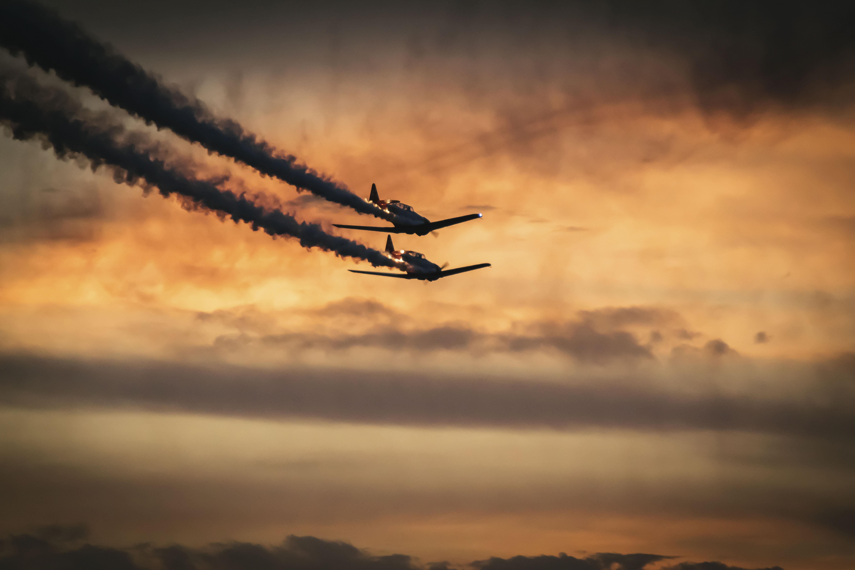 108077 Hintergrundbild herunterladen Sky, Raucher, Flugzeuge, Verschiedenes, Sonstige, Militär, Militärische - Bildschirmschoner und Bilder kostenlos