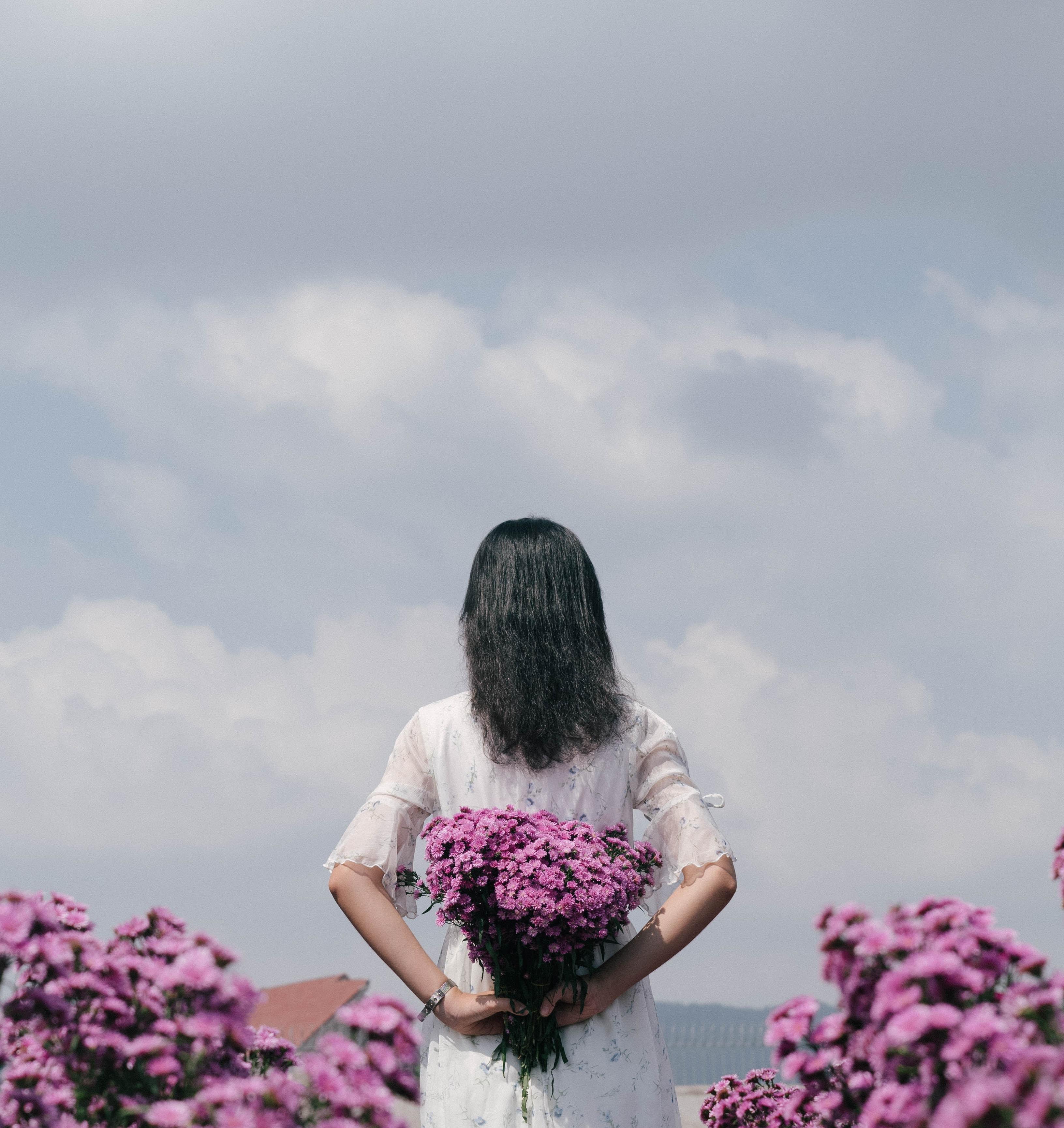 79597 скачать обои Разное, Девушка, Букет, Фиолетовый, Цветы - заставки и картинки бесплатно