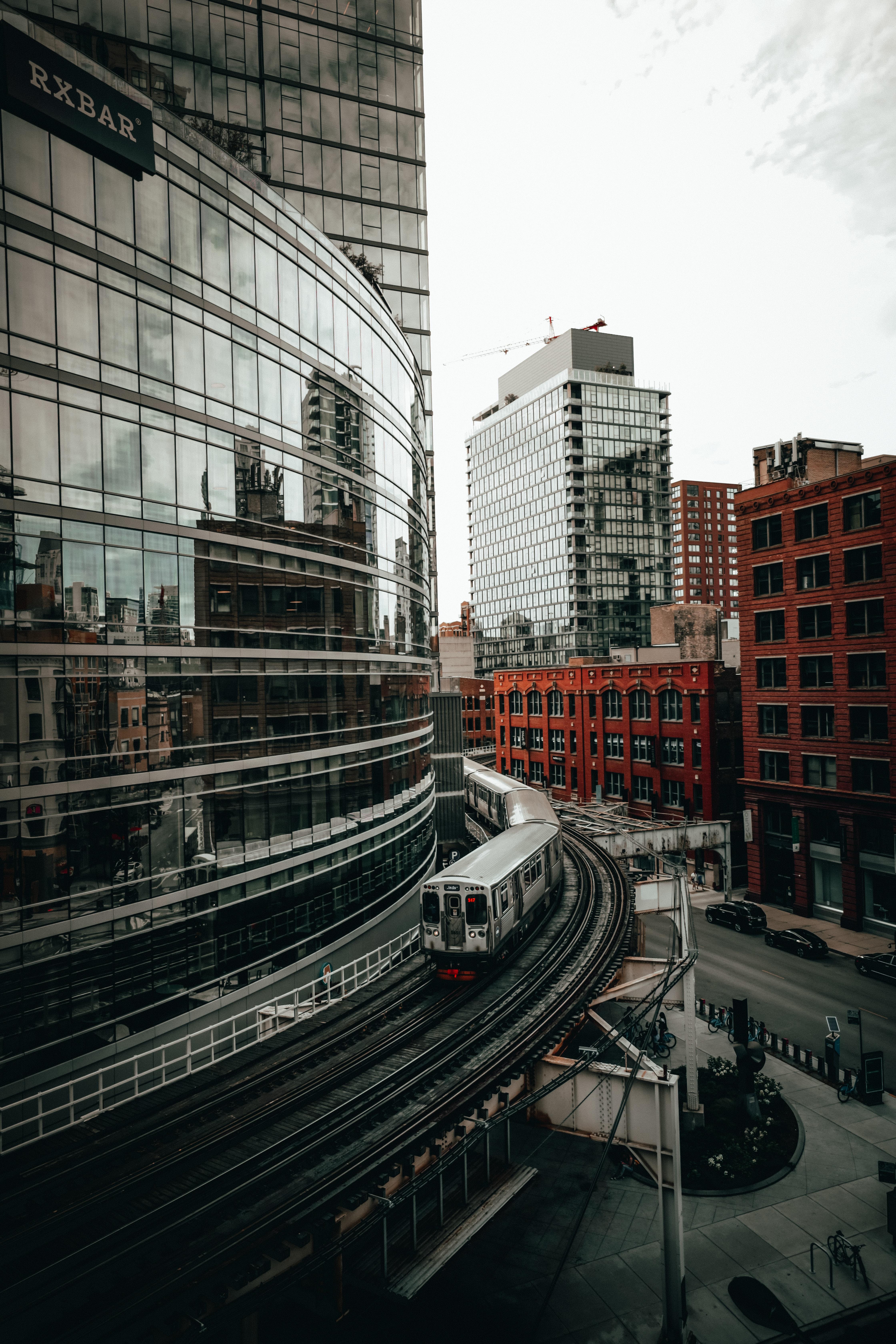 90065 скачать обои Здания, Города, Город, Рельсы, Поезд - заставки и картинки бесплатно