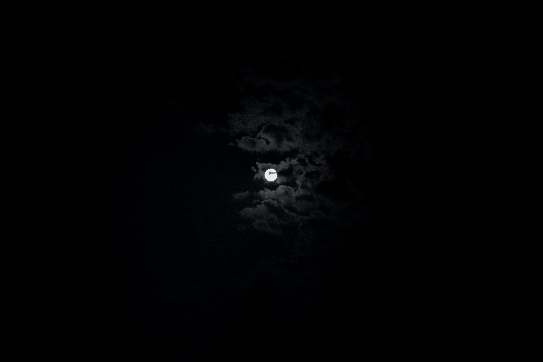 51371 обои 540x960 на телефон бесплатно, скачать картинки Облака, Небо, Ночь, Луна, Черный, Черно-Белый 540x960 на мобильный