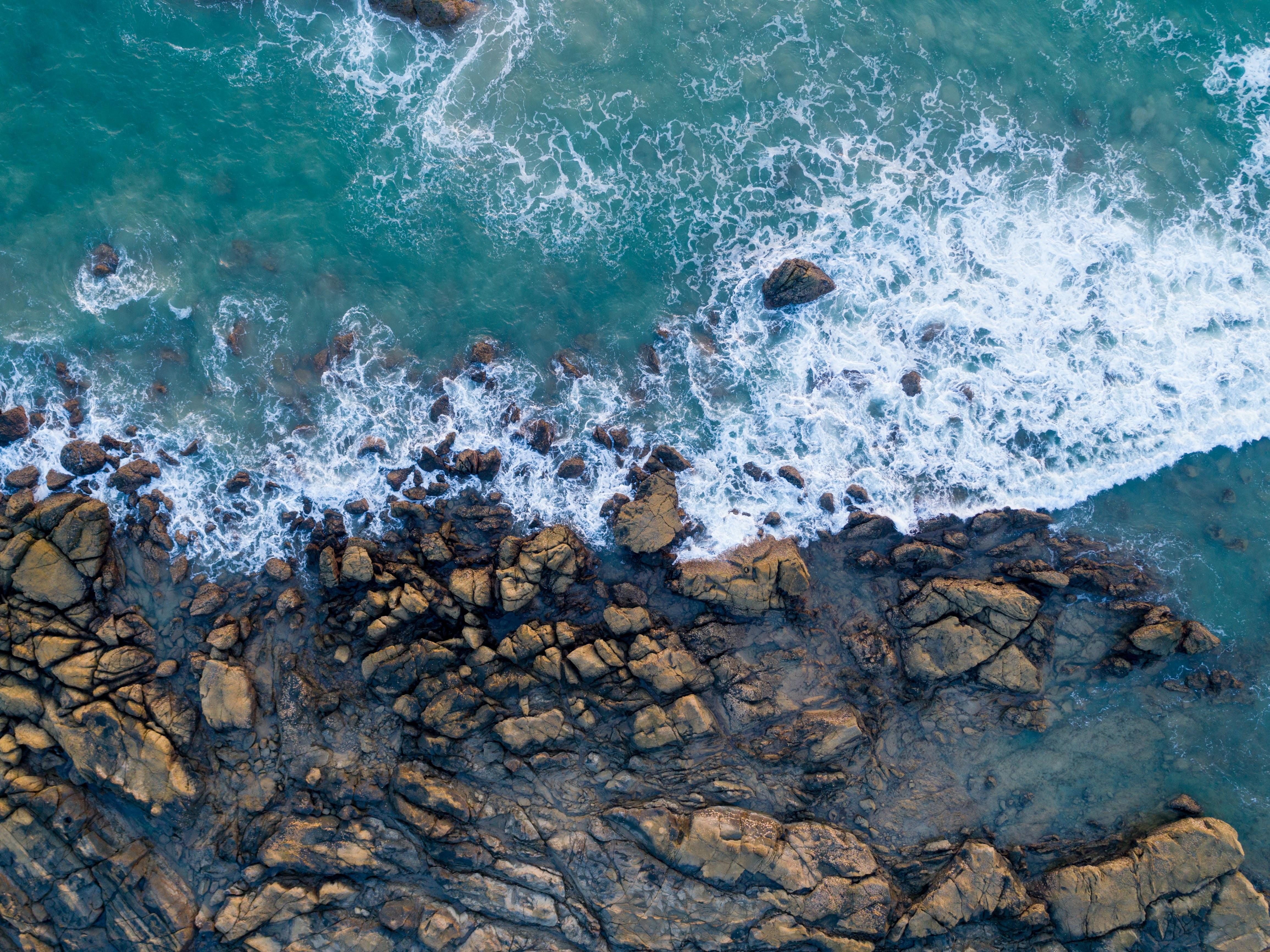157440 descargar fondo de pantalla Mar, Naturaleza, Stones, Orilla, Banco, Navegar, Surfear: protectores de pantalla e imágenes gratis