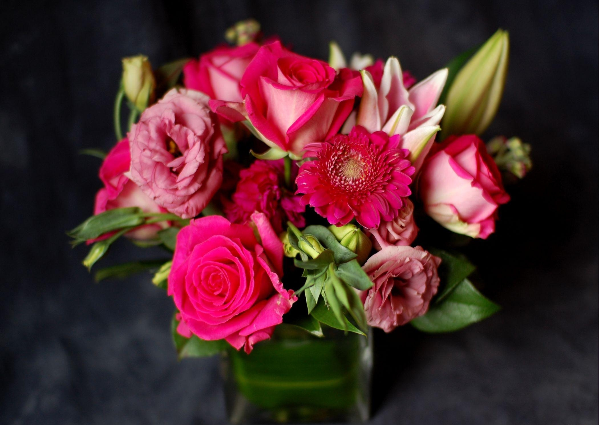157957 download wallpaper Flowers, Buds, Bouquet, Glass, Composition, Roses, Gerberas screensavers and pictures for free
