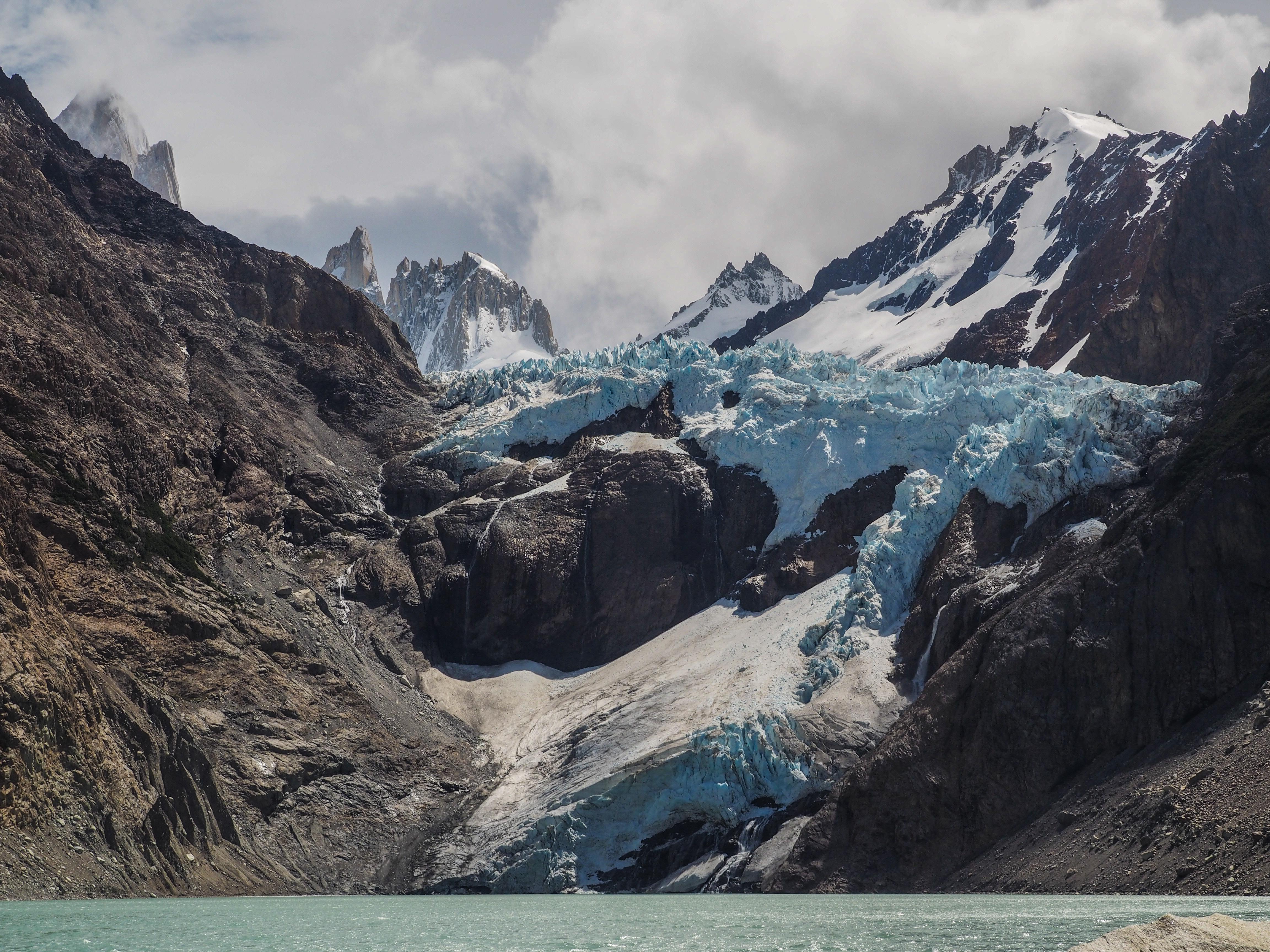 78433 скачать обои Природа, Вершины, Скалистый, Горная Порода, Облака, Горы - заставки и картинки бесплатно