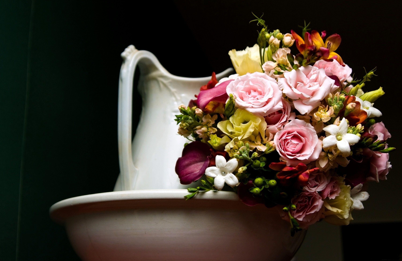 82291 скачать обои Цветы, Каллы, Букет, Кувшин, Розы - заставки и картинки бесплатно