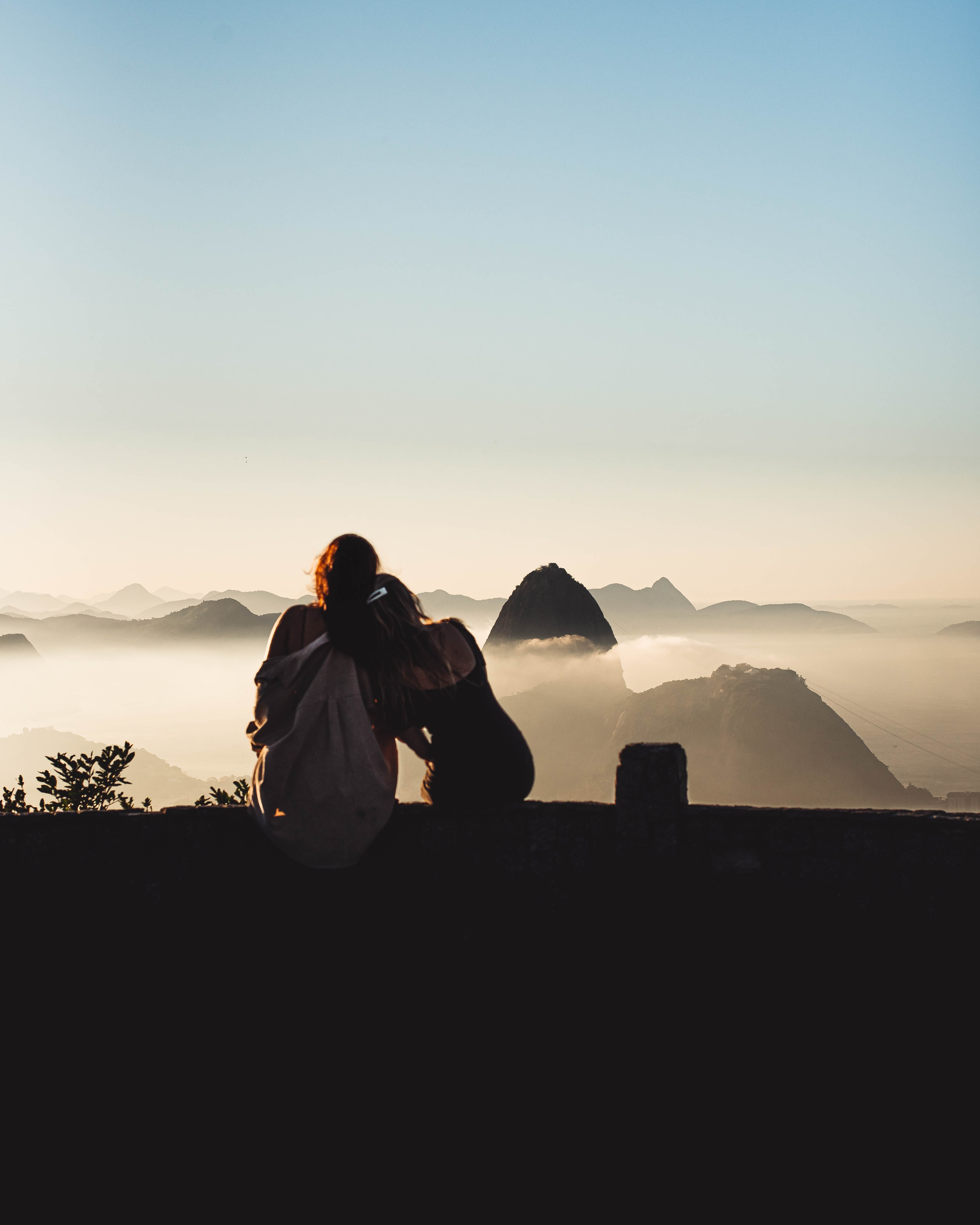 112903 download wallpaper Miscellanea, Miscellaneous, Girls, Girlfriends, Friendship, Fog, Mountains screensavers and pictures for free