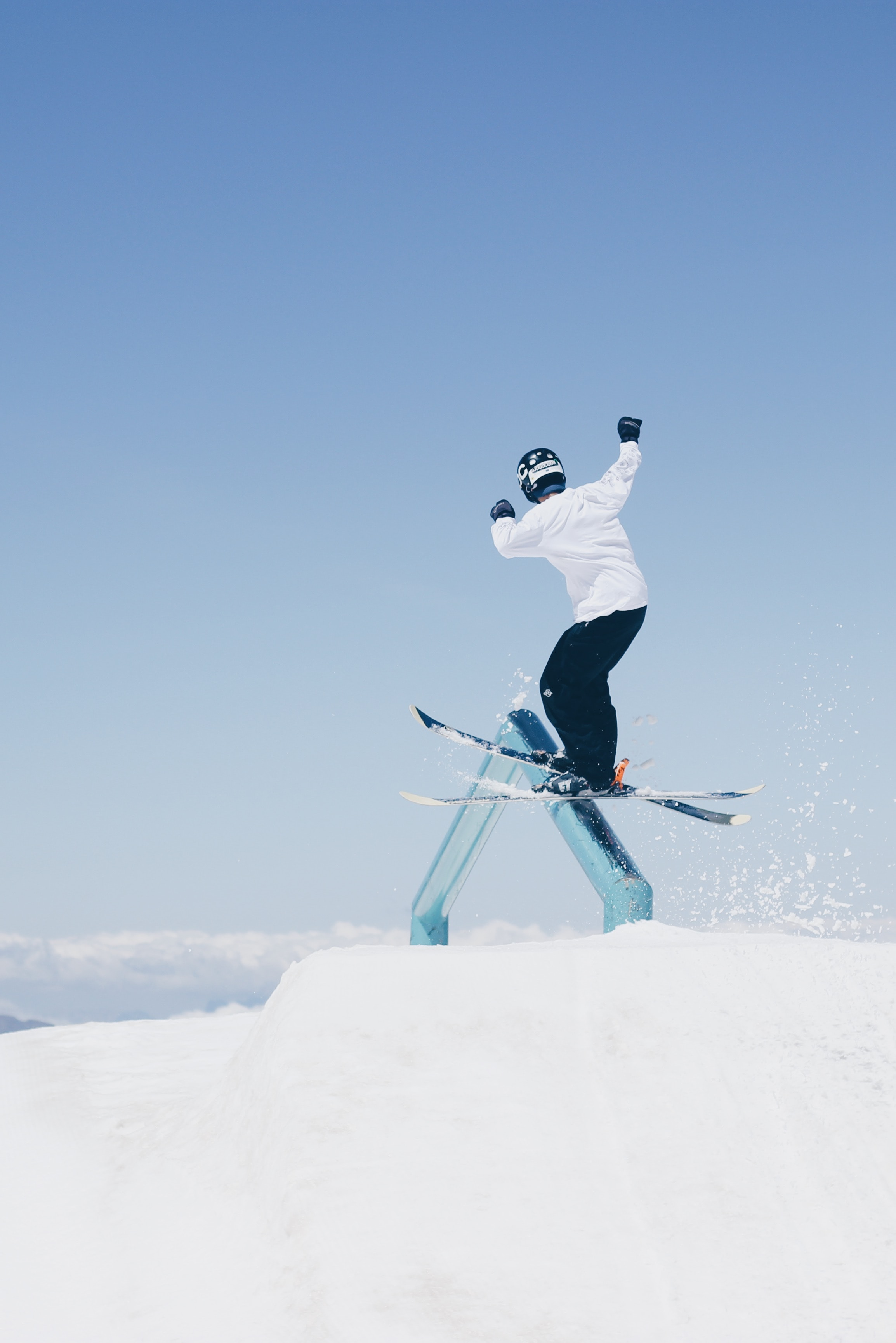 139337 download wallpaper Skier, Bounce, Jump, Trick, Skiing, Snow, Sports screensavers and pictures for free