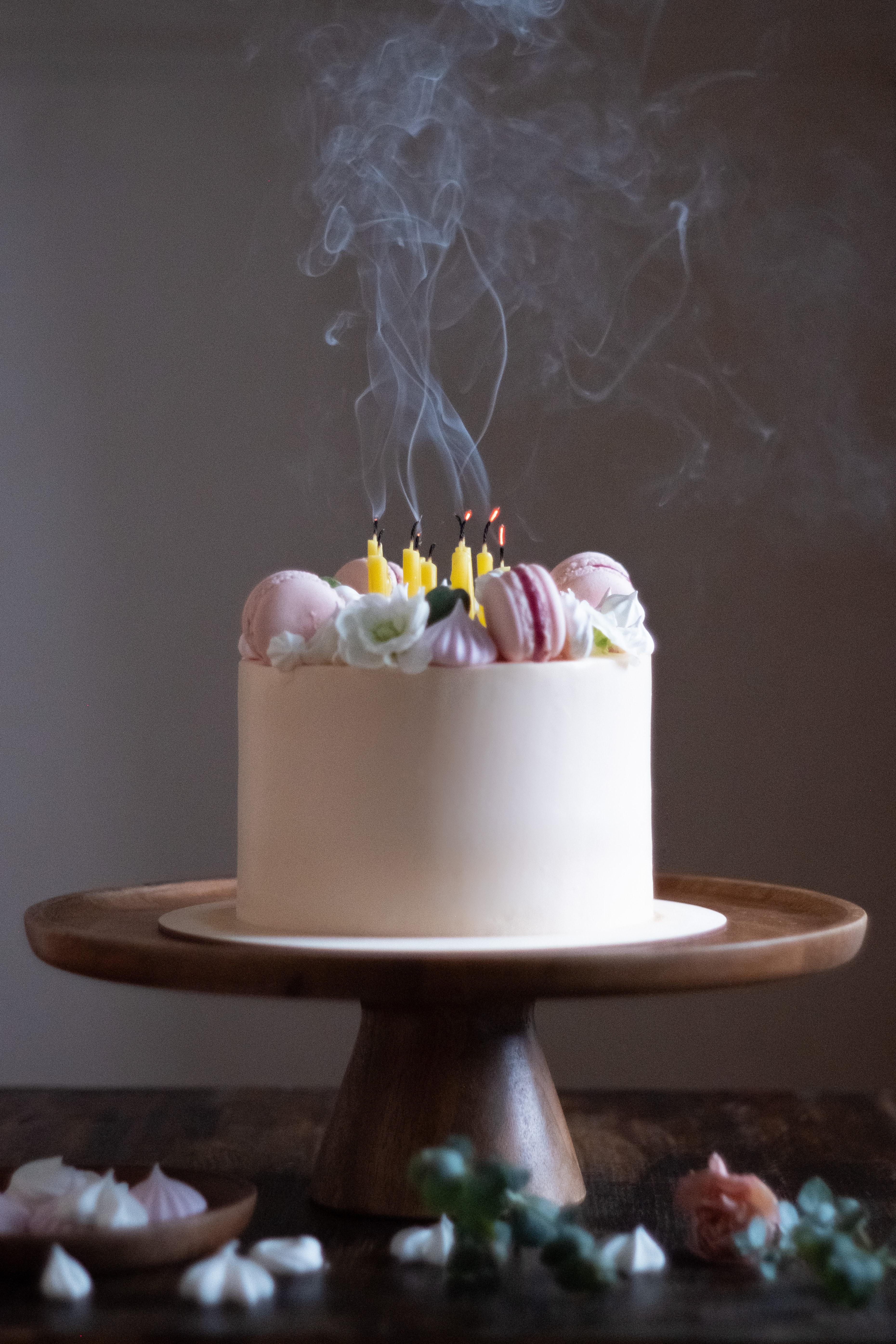 85527 Hintergrundbild herunterladen Lebensmittel, Raucher, Wüste, Kerzen, Kuchen, Bäckereiprodukte, Backen - Bildschirmschoner und Bilder kostenlos