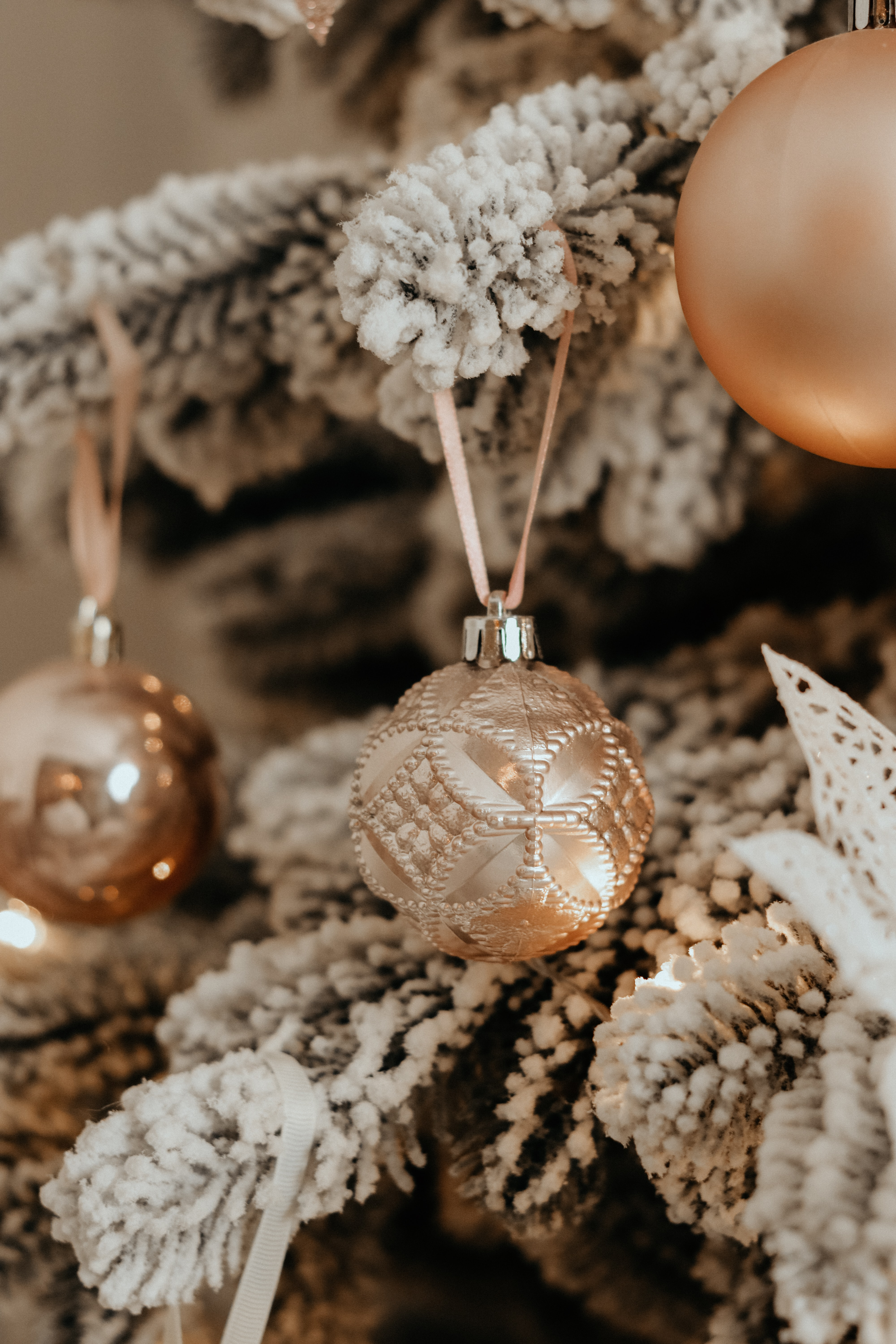 147200 Screensavers and Wallpapers Balls for phone. Download Balls, Holidays, New Year, Decorations, Christmas, Christmas Tree pictures for free