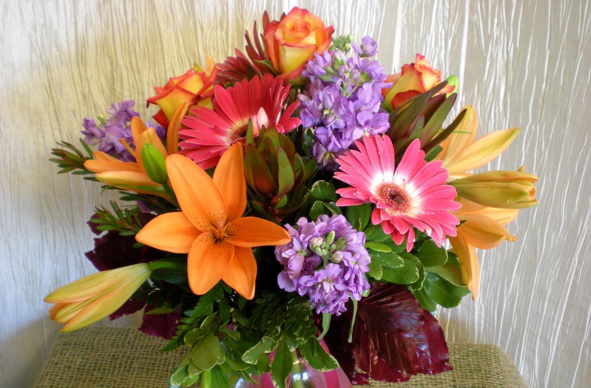 66255 télécharger le fond d'écran Fleurs, Lilies, Freesia, Bouquet, Roses, Gerberas - économiseurs d'écran et images gratuitement