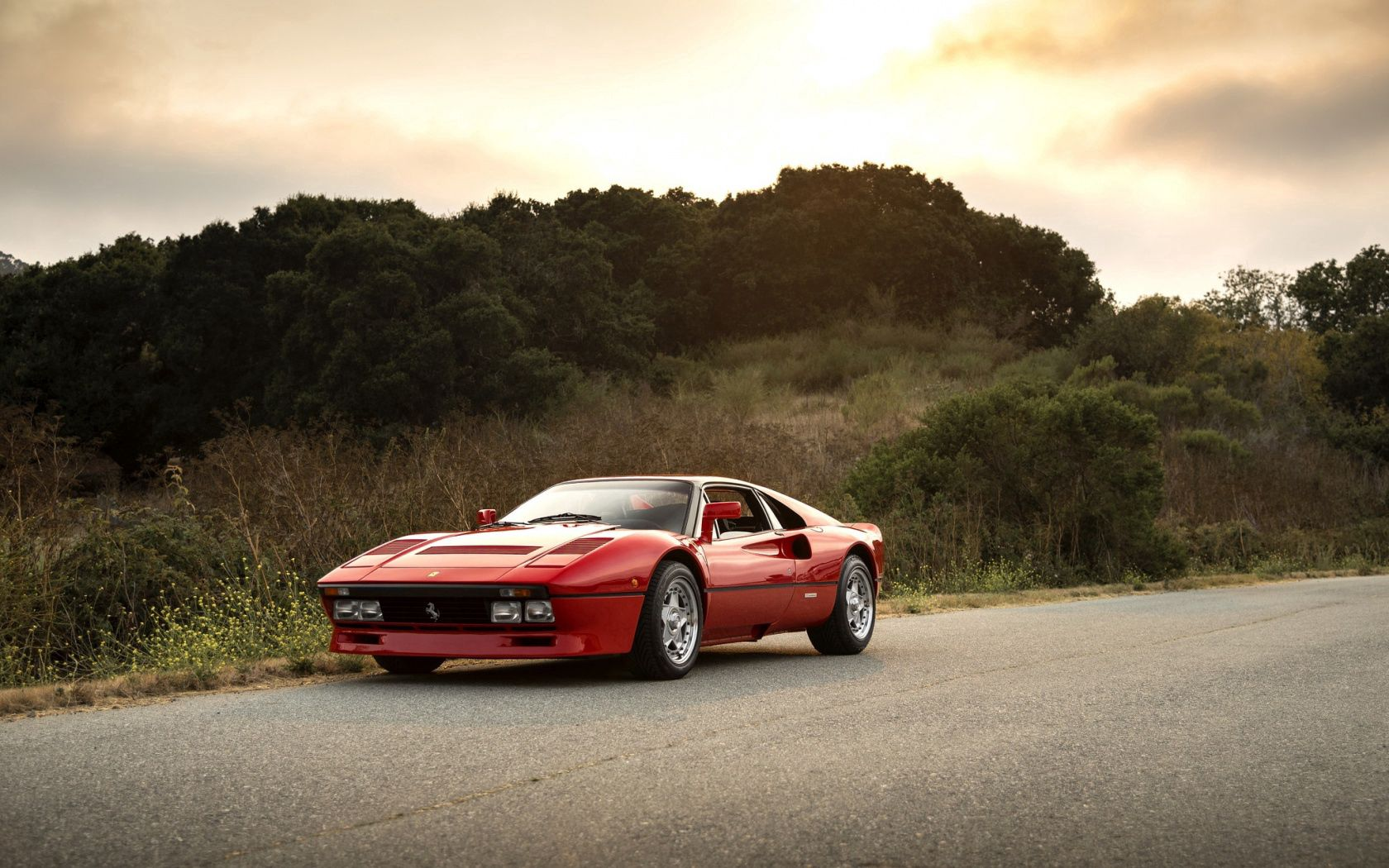 155930 download wallpaper Ferrari, Cars, Side View, Gto, 288 screensavers and pictures for free
