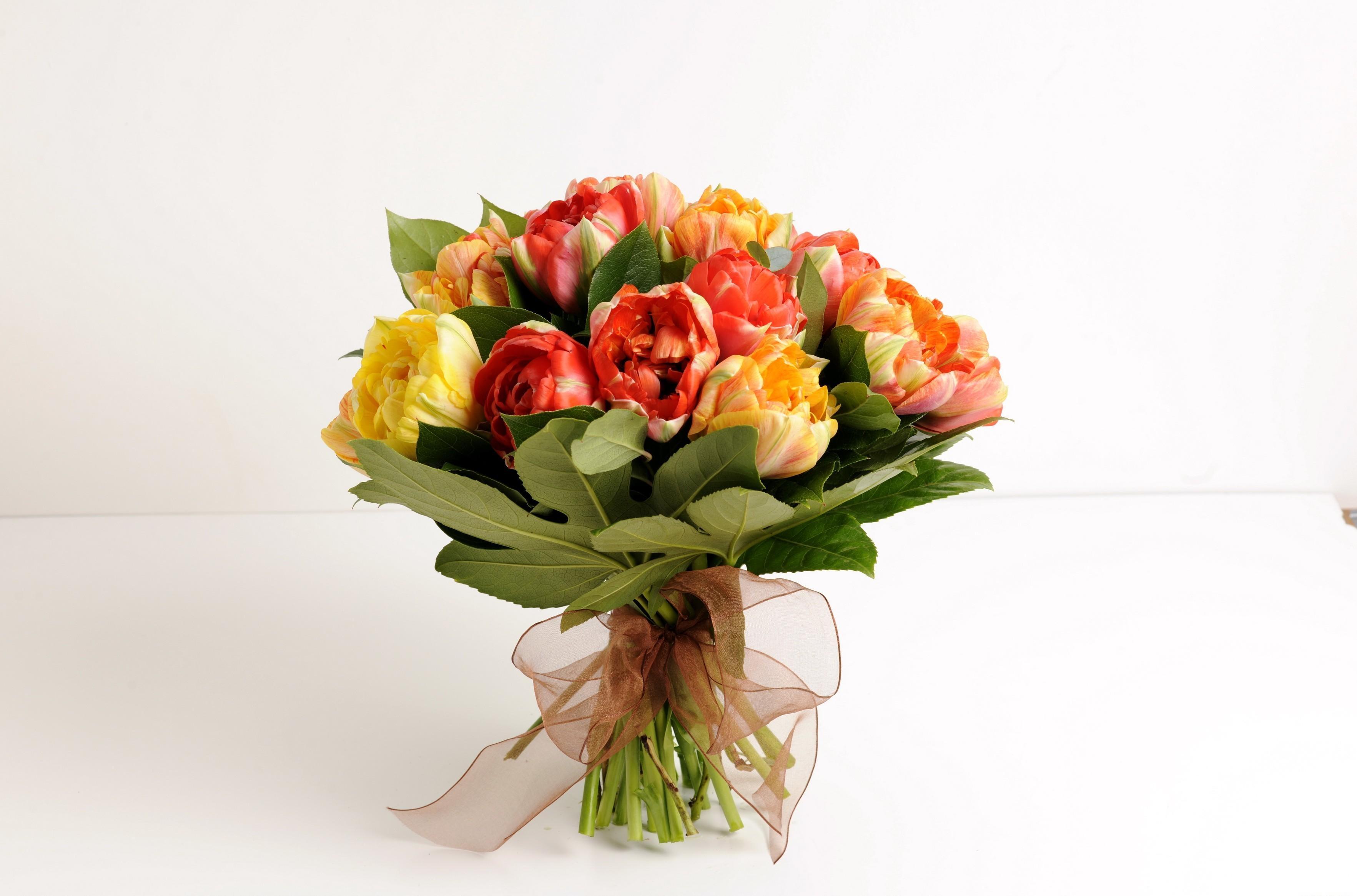 103385 скачать обои Цветы, Букет, Листья, Бант, Оформление, Тюльпаны - заставки и картинки бесплатно