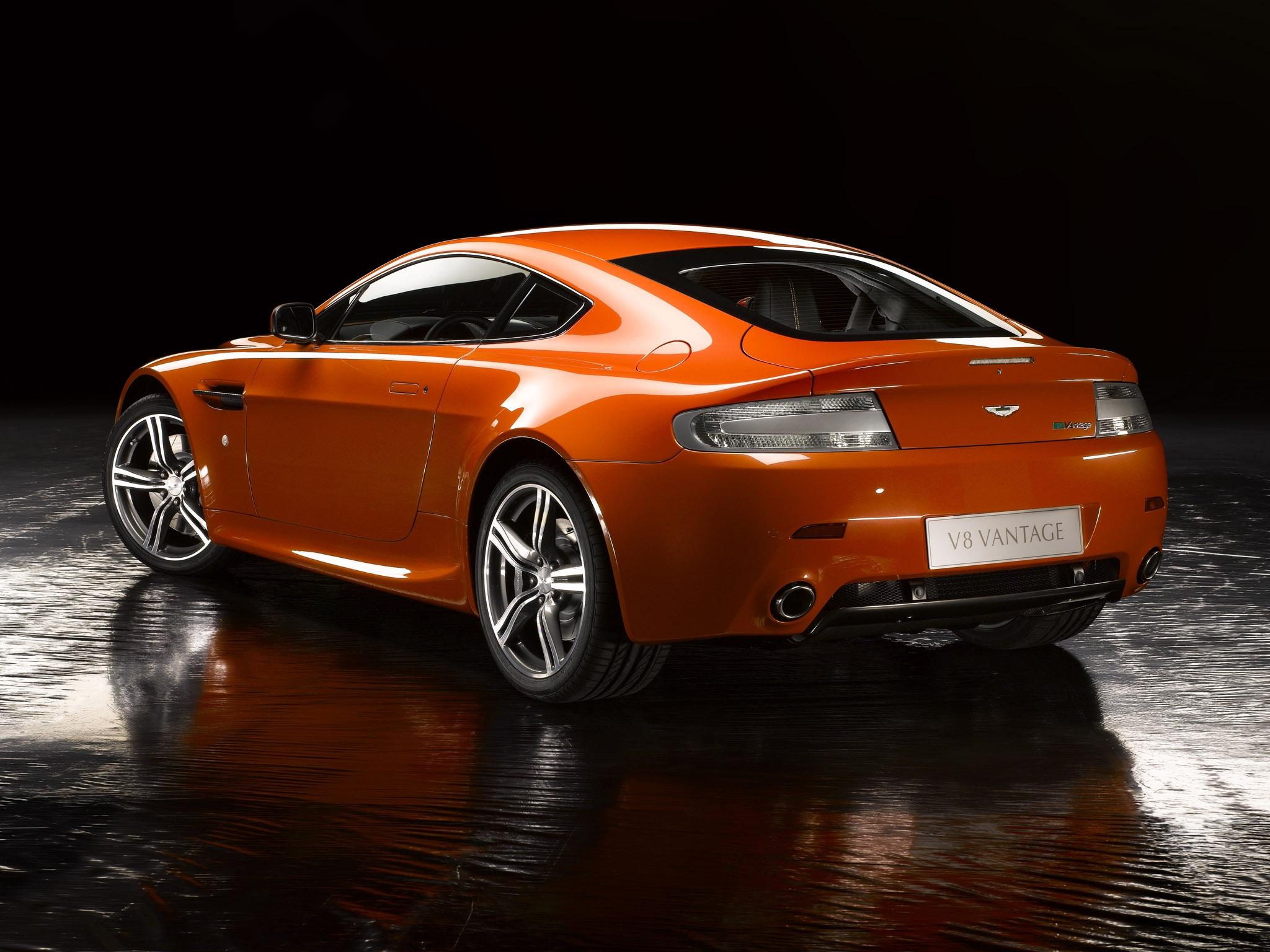 149599 скачать обои Тачки (Cars), Астон Мартин (Aston Martin), V8, Vantage, 2008, Оранжевый, Вид Сбоку, Машины, Отражение - заставки и картинки бесплатно