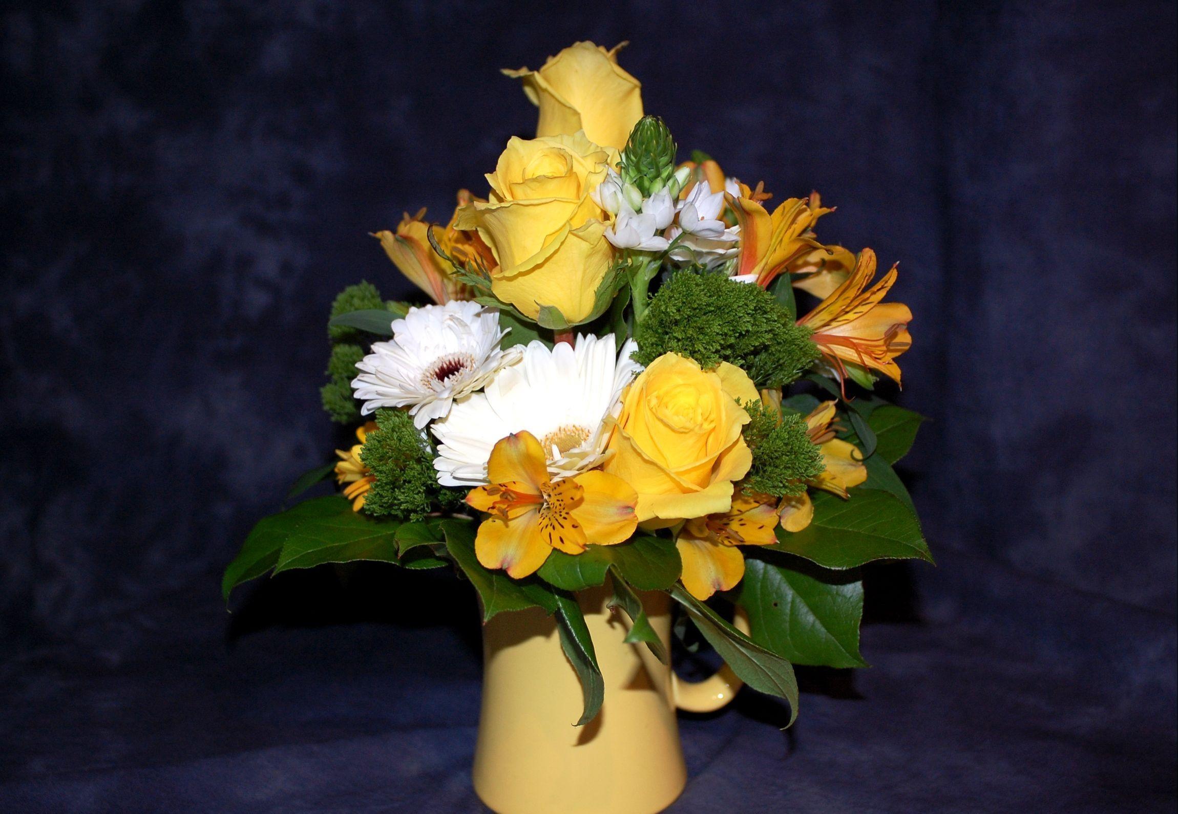64679 скачать обои Цветы, Альстромерия, Букет, Оформление, Стакан, Листья, Розы, Герберы - заставки и картинки бесплатно