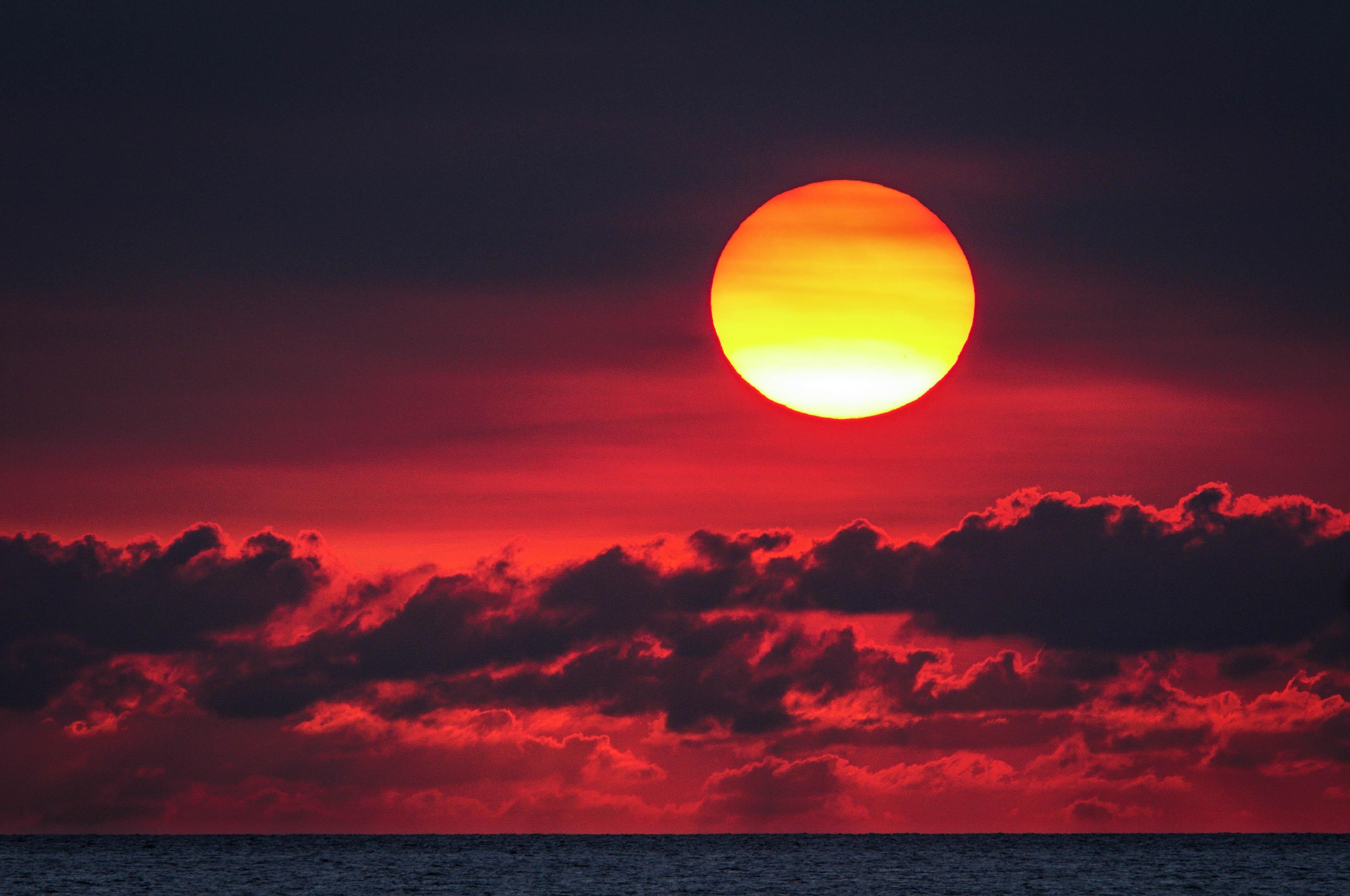 90953 papel de parede 1080x2400 em seu telefone gratuitamente, baixe imagens Pôr Do Sol, Mar, Sol, Nuvens, Escuro 1080x2400 em seu celular