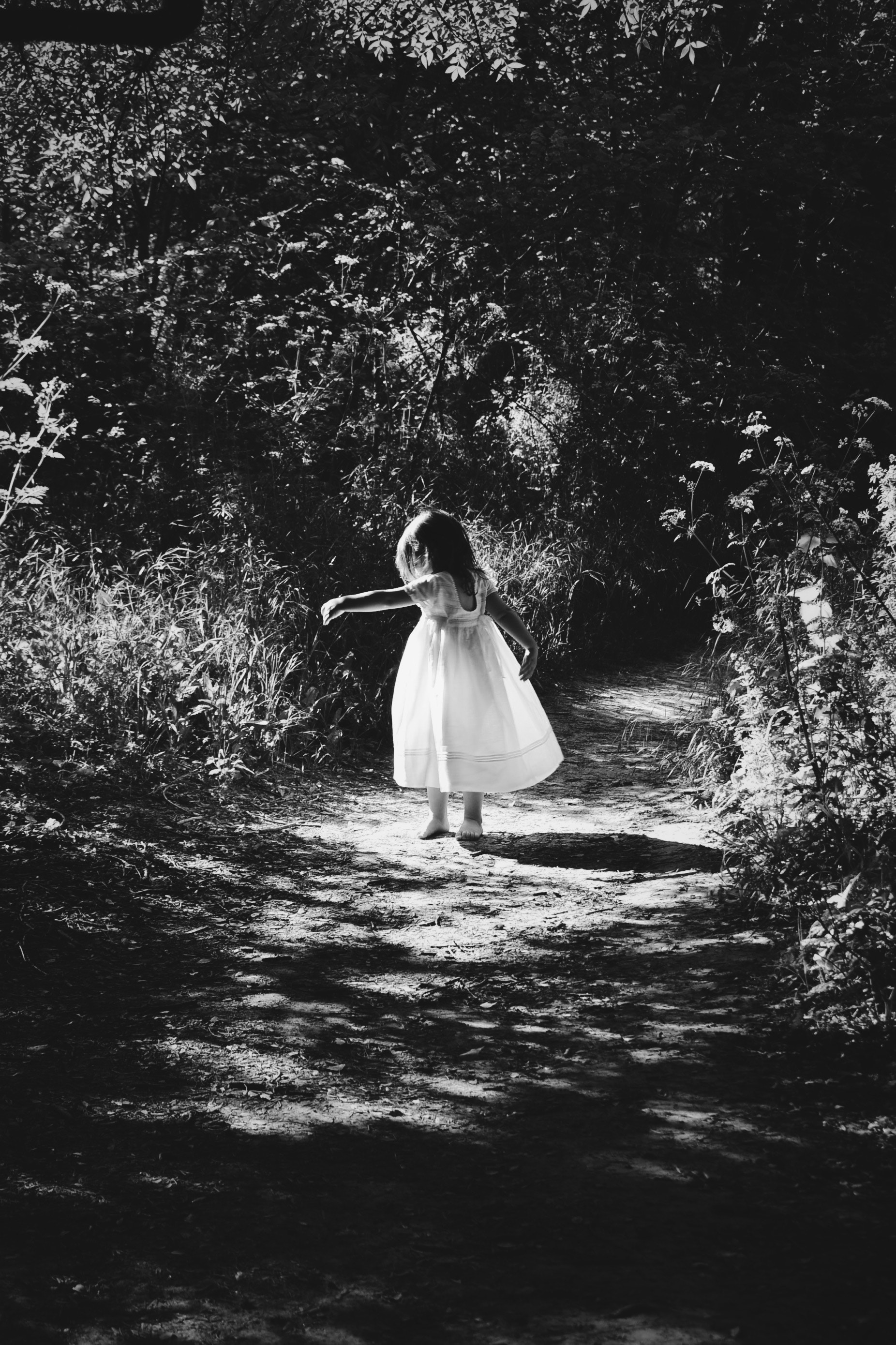 123145 download wallpaper Miscellanea, Miscellaneous, Child, Girl, Stroll, Bw, Chb, Childhood screensavers and pictures for free