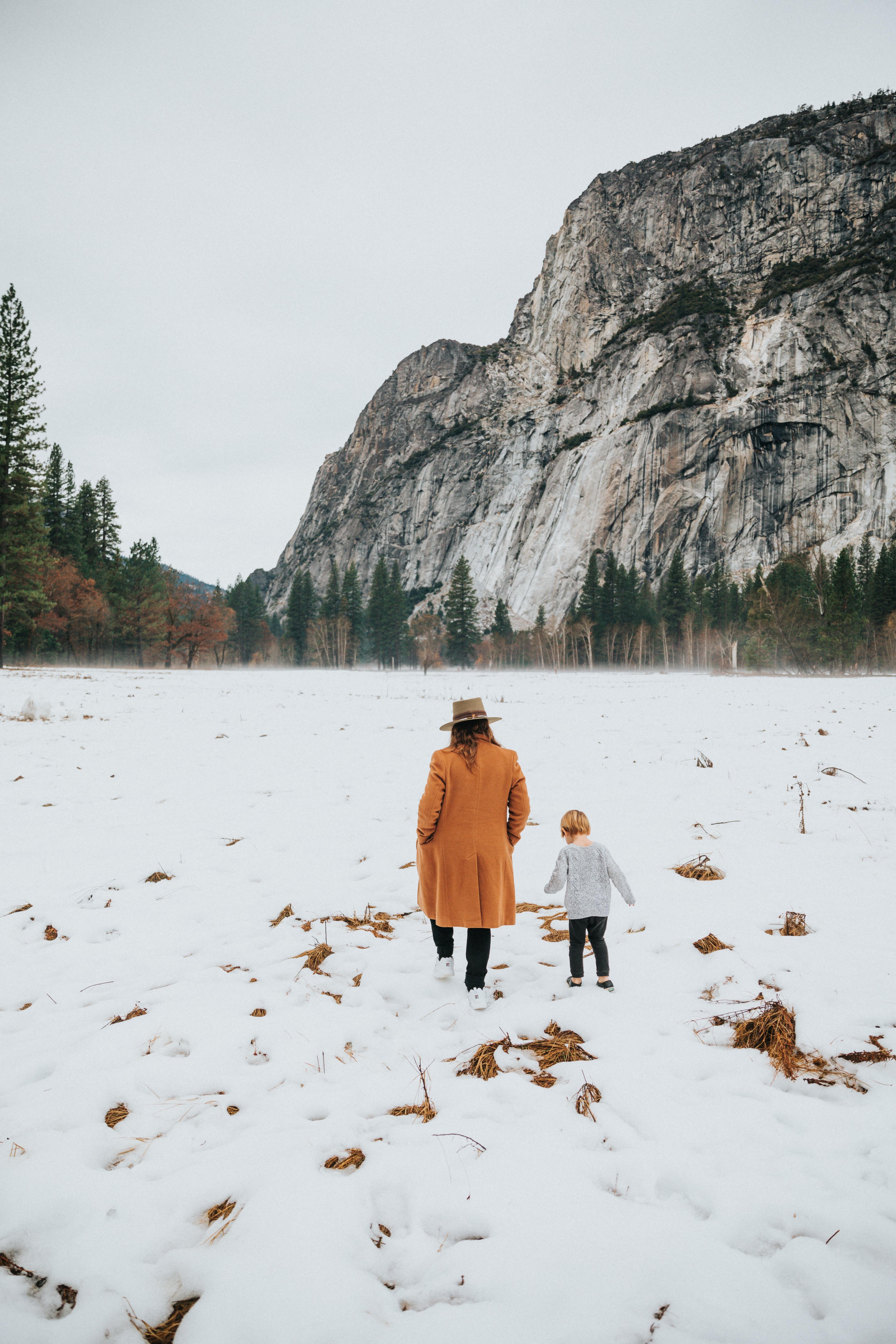 124093 descargar fondo de pantalla Miscelánea, Misceláneo, Personas, Montaña, Nieve, Invierno, Naturaleza, Paseo: protectores de pantalla e imágenes gratis