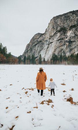 124093 скачать обои Разное, Люди, Гора, Снег, Зима, Природа, Прогулка - заставки и картинки бесплатно