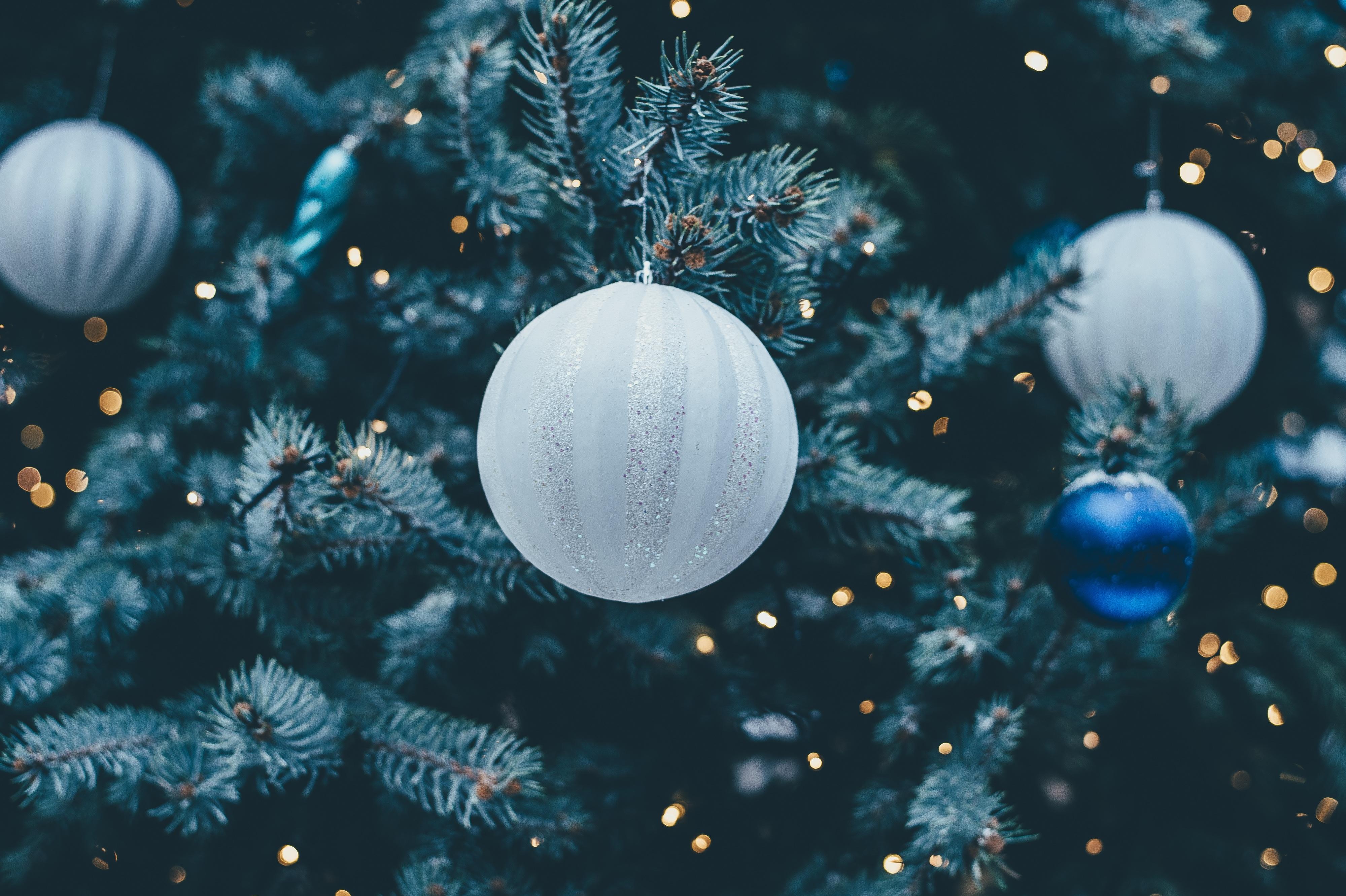 125236 descargar fondo de pantalla Vacaciones, Bola Navideña, Baile De Año Nuevo, Juguete Del Árbol De Navidad, Árbol De Navidad De Juego, Decoración: protectores de pantalla e imágenes gratis
