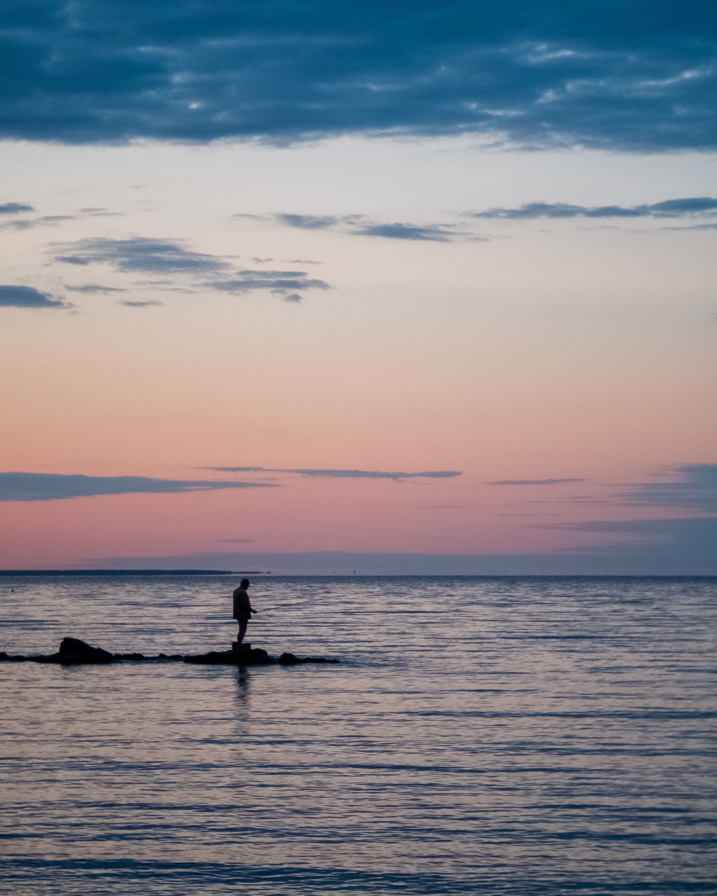 155800 download wallpaper Miscellanea, Miscellaneous, Loneliness, Alone, Lonely, Sea, Dusk, Twilight screensavers and pictures for free