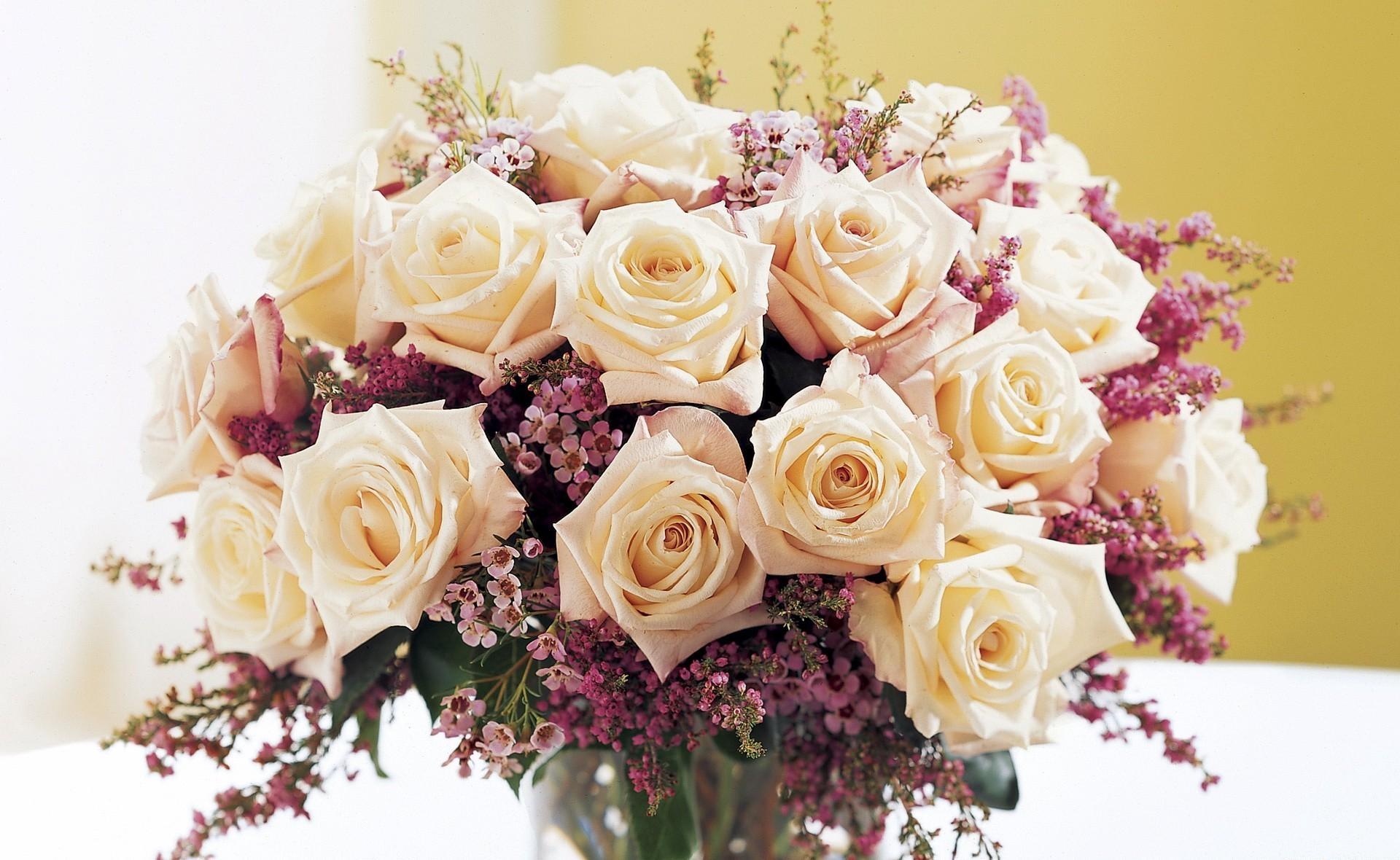 125044 скачать обои Цветы, Чайное Дерево, Букет, Композиция, Ваза, Розы - заставки и картинки бесплатно