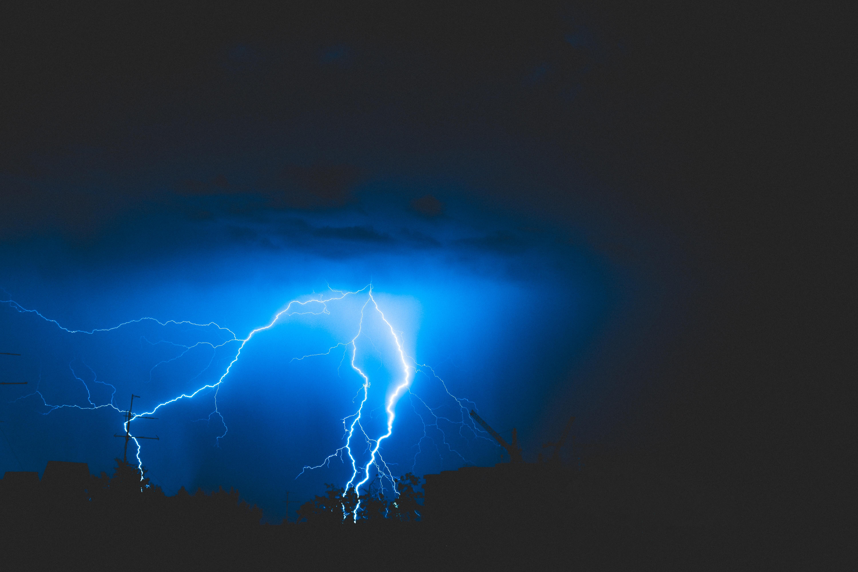 123834 Заставки и Обои Молния на телефон. Скачать Молния, Природа, Небо, Пасмурно, Гроза картинки бесплатно