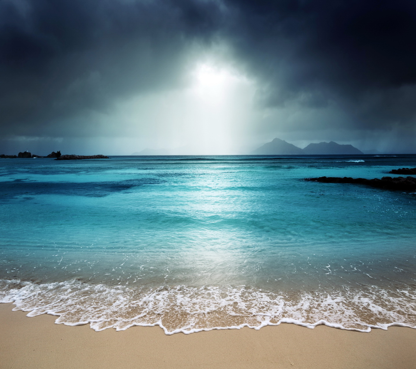 21697 download wallpaper Landscape, Sea, Clouds, Beach screensavers and pictures for free