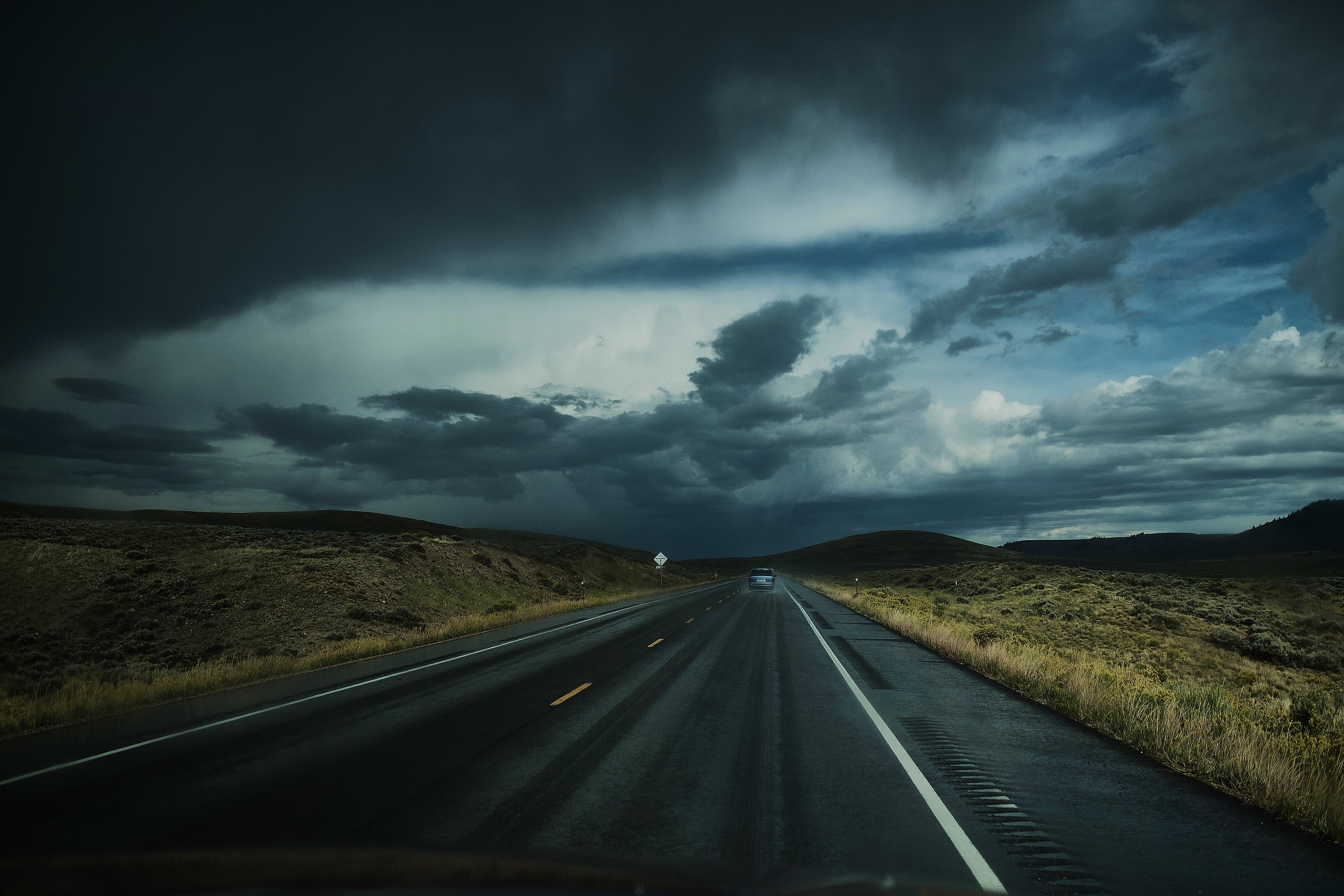 115774 download wallpaper Nature, Road, Clouds, Auto, Traffic, Movement screensavers and pictures for free