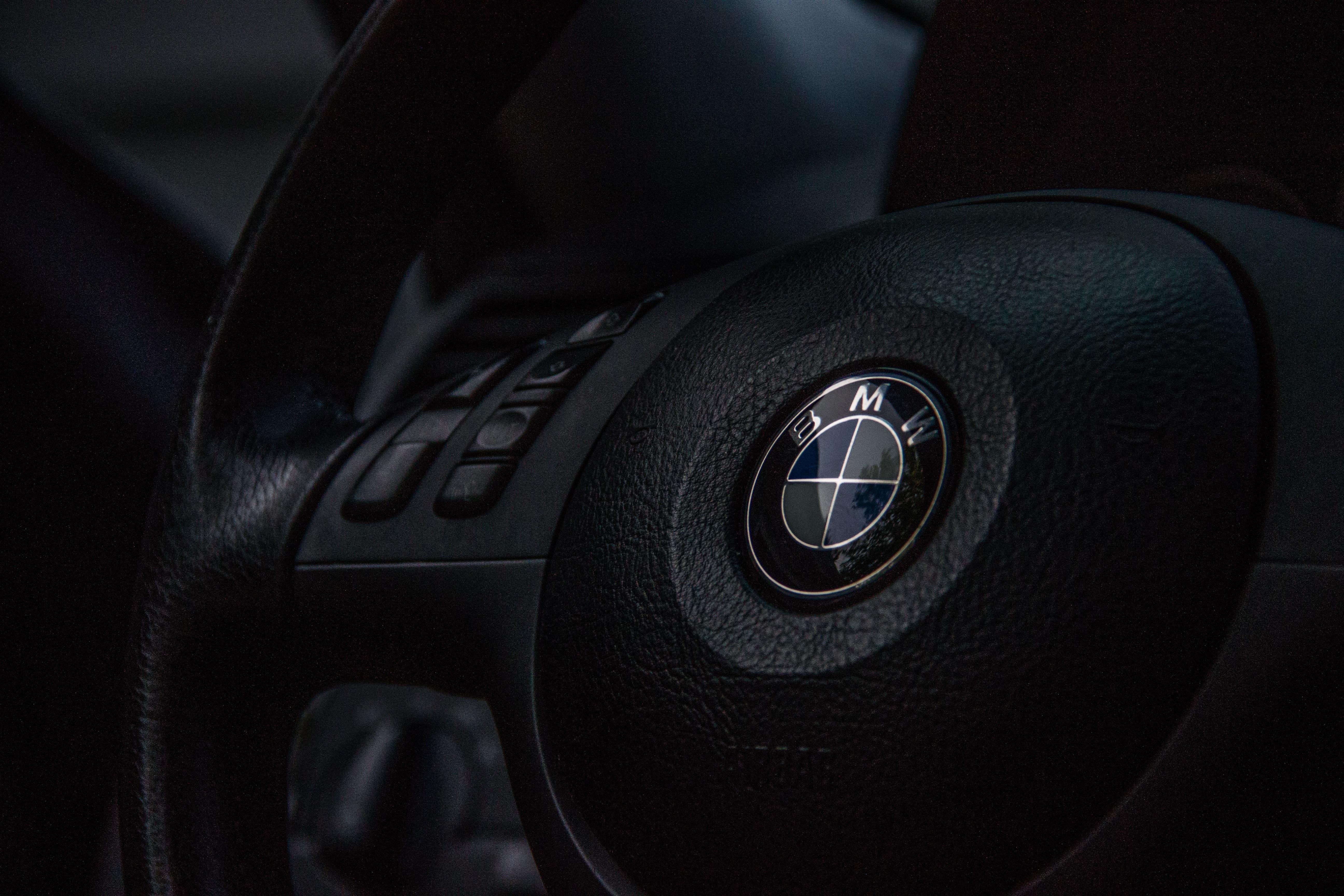92935 скачать обои Тачки (Cars), Бмв (Bmw), Руль, Логотип - заставки и картинки бесплатно