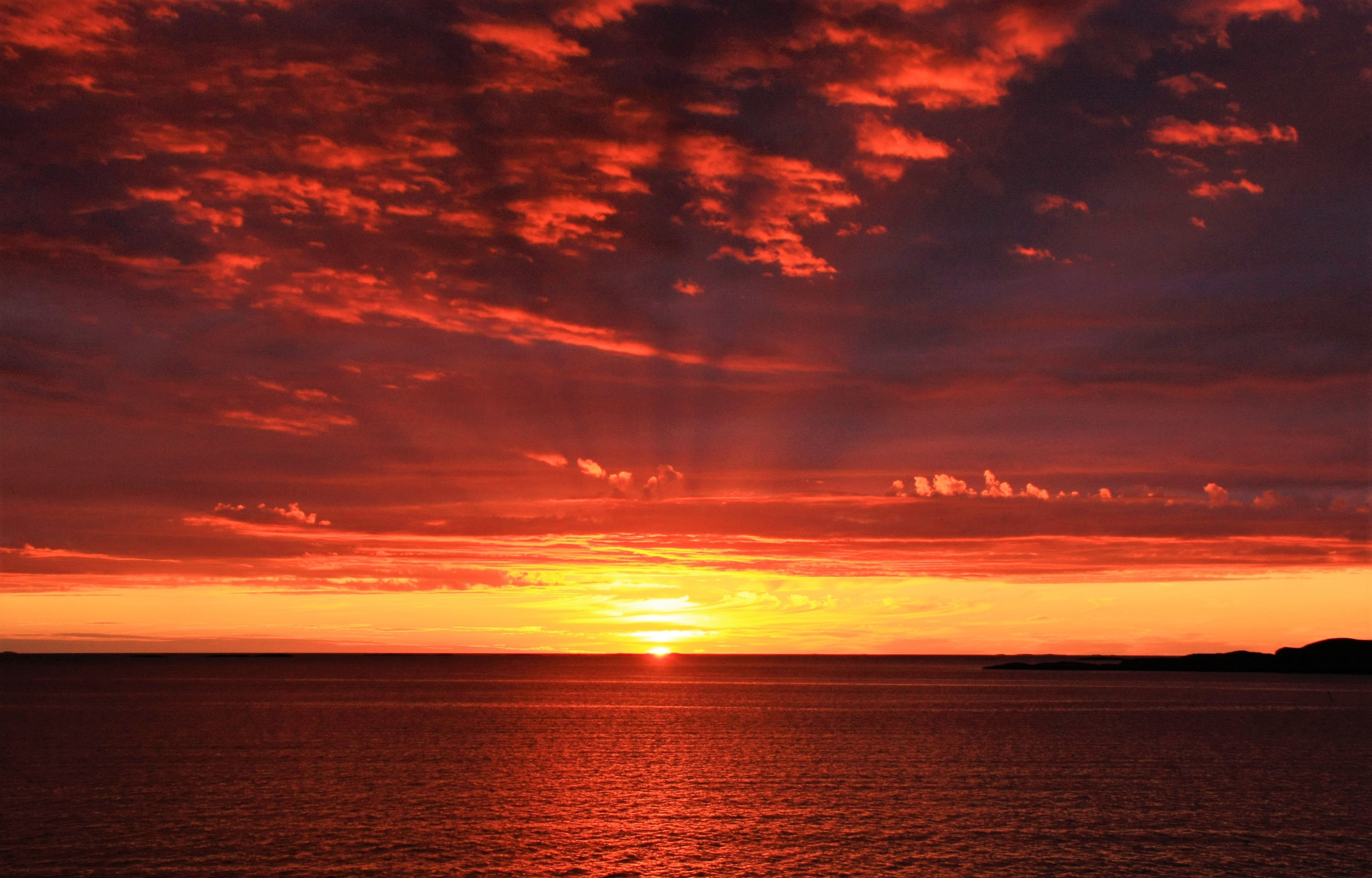 124176 download wallpaper Nature, Sea, Sun, Dawn, Horizon screensavers and pictures for free